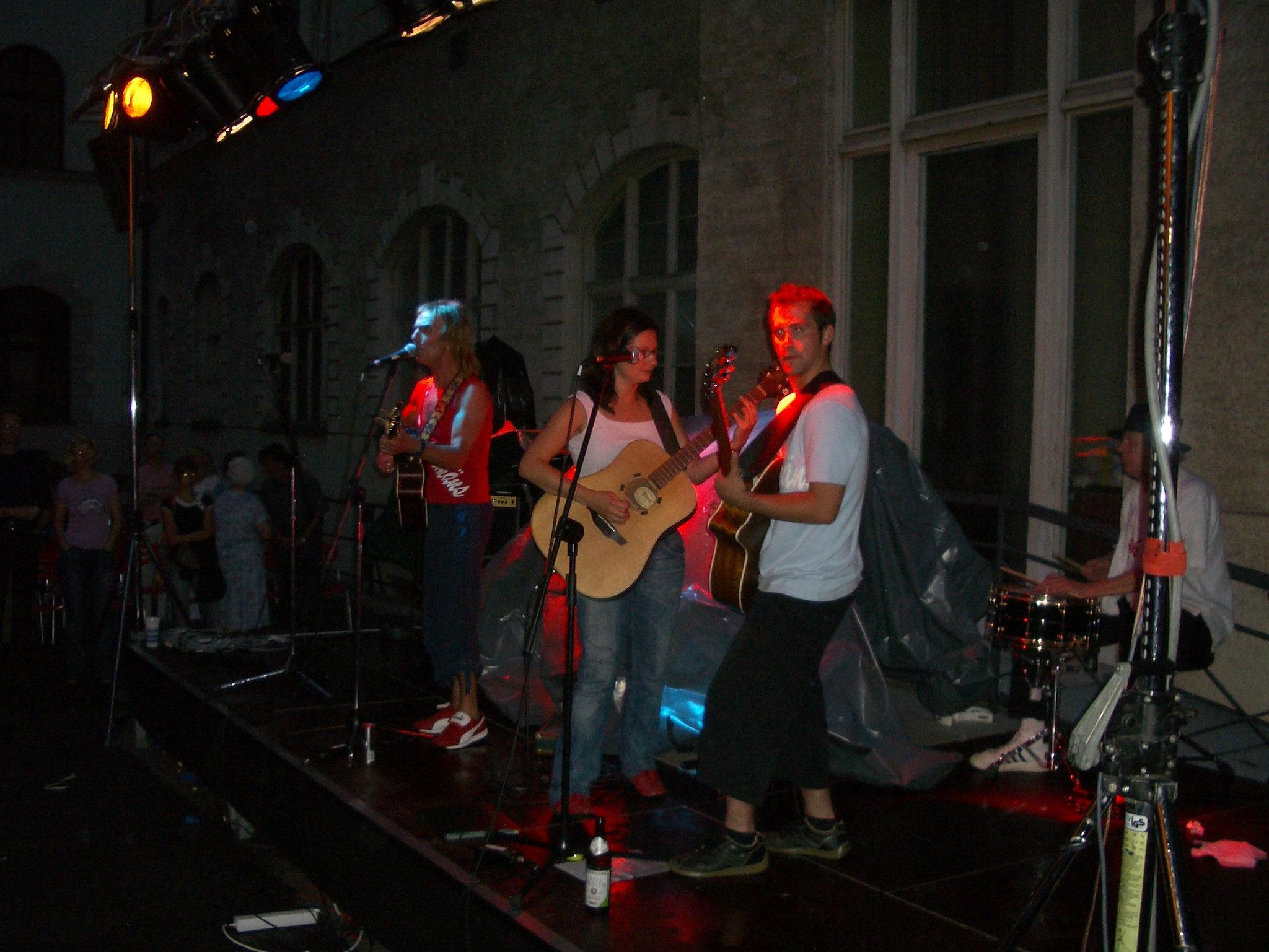 """Konzerte im Bürgerhof 2005 """"Fischermäns"""" - Freiwilligen-Zentrum Augsburg - Foto: Wolfgang F. Lightmaster"""