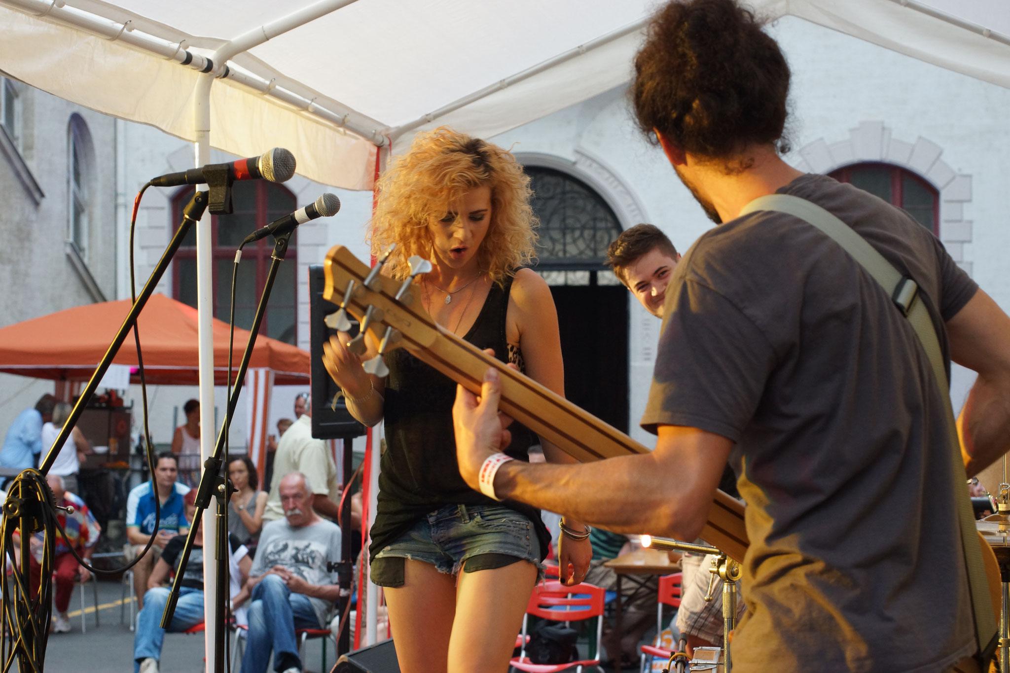 Konzerte im Bürgerhof 04.07.15 Maggie on the Roxx - Freiwilligen-Zentrum Augsburg - Foto: Crayfish