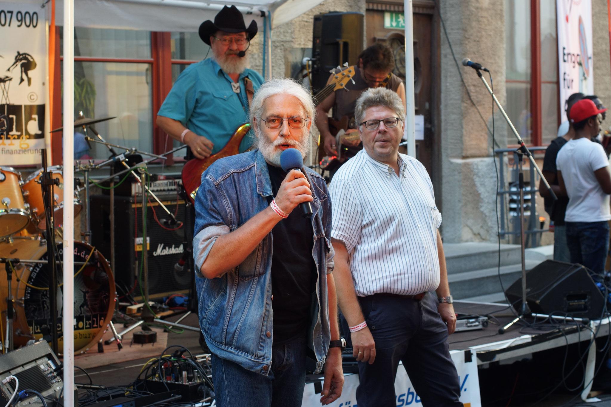 Konzerte im Bürgerhof 03.07.15 Wolfgang F. Lightmaster und Wolfgang Krell - Freiwilligen-Zentrum Augsburg - Foto: Crayfish