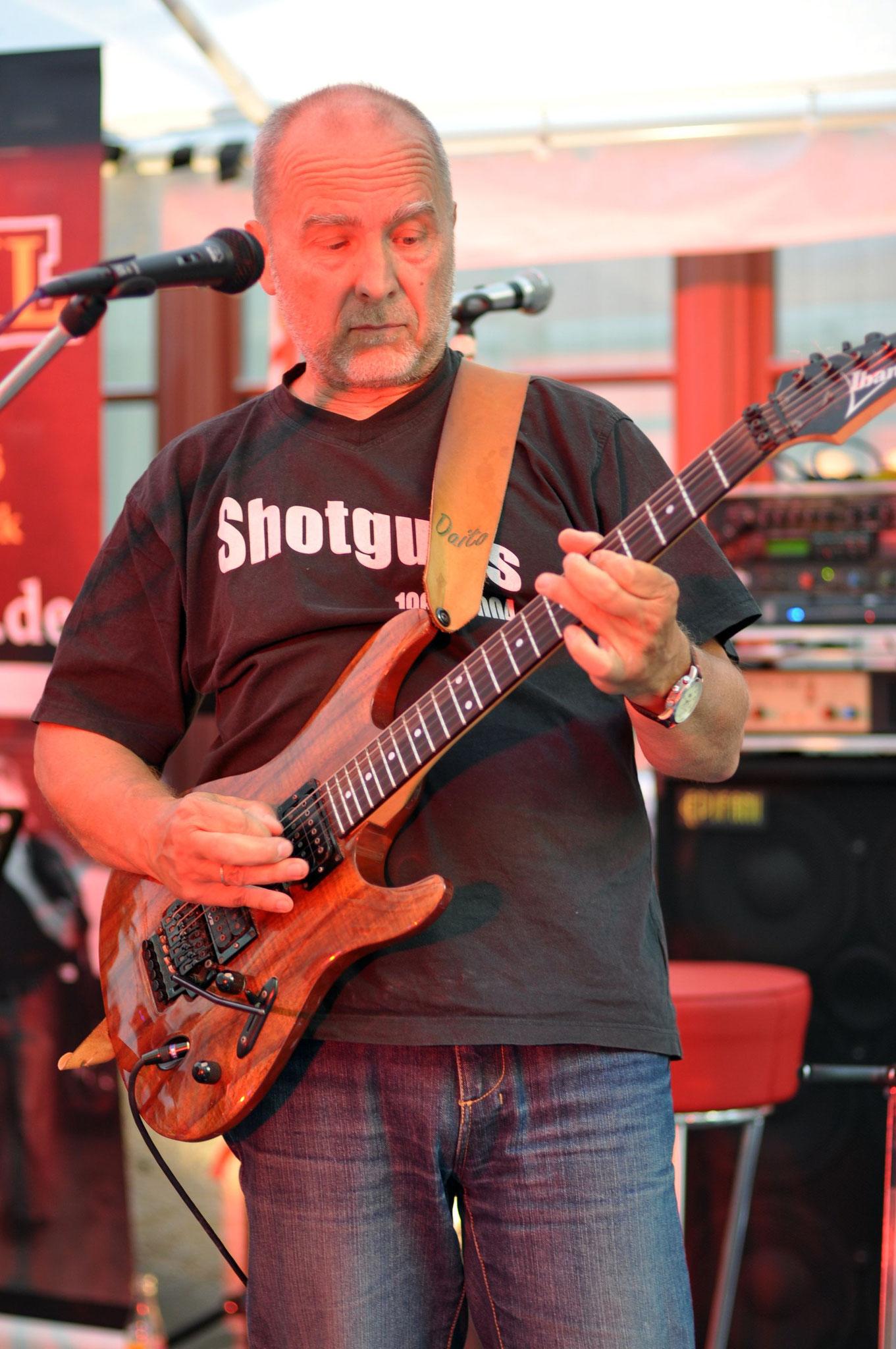 Konzerte im Bürgerhof 23.06.2012 2Shotguns - Freiwilligen-Zentrum Augsburg - Foto: Martin Schönberger