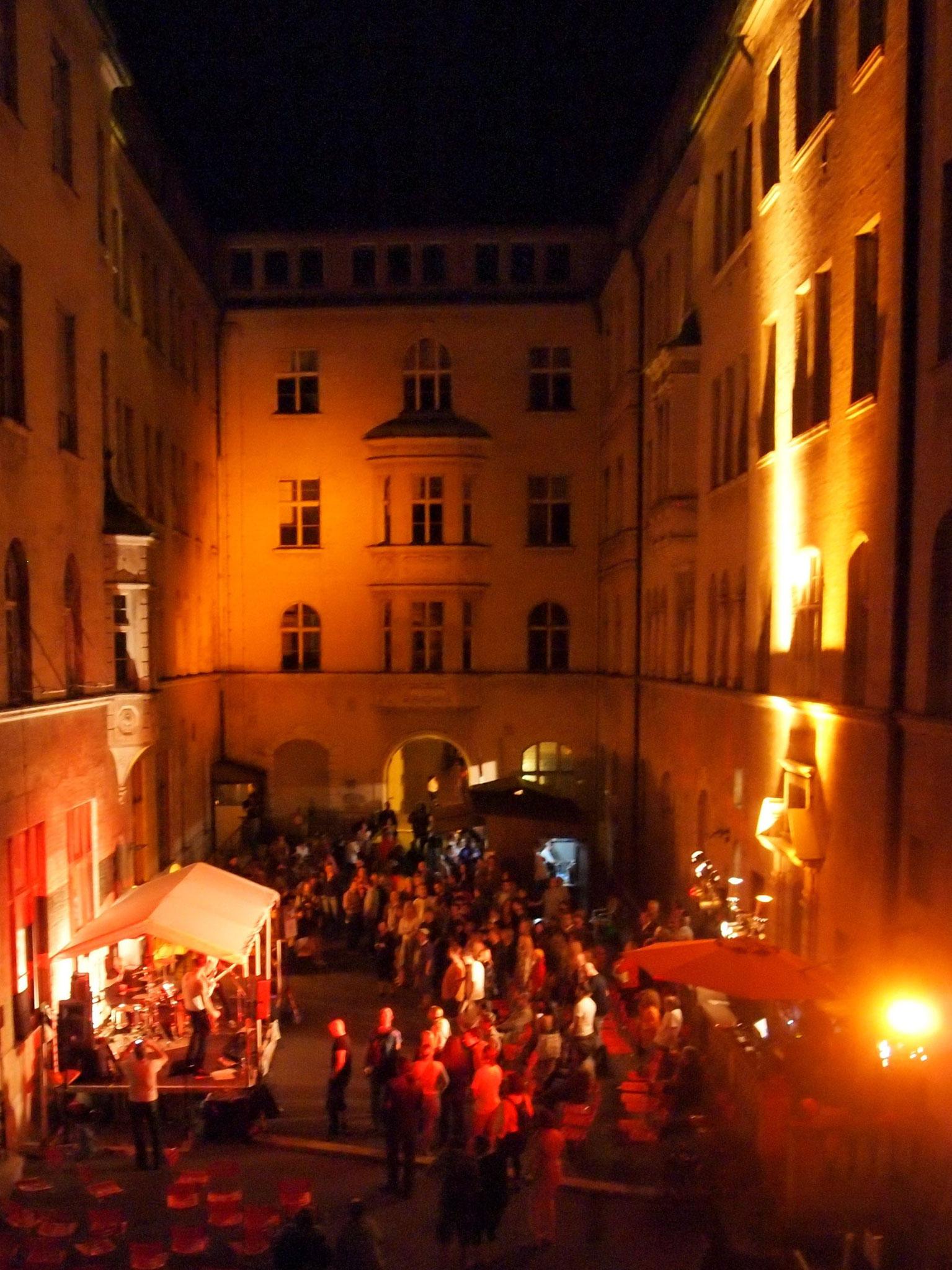 Konzerte im Bürgerhof 22.06.2012 - Freiwilligen-Zentrum Augsburg - Foto: Robert Hösle