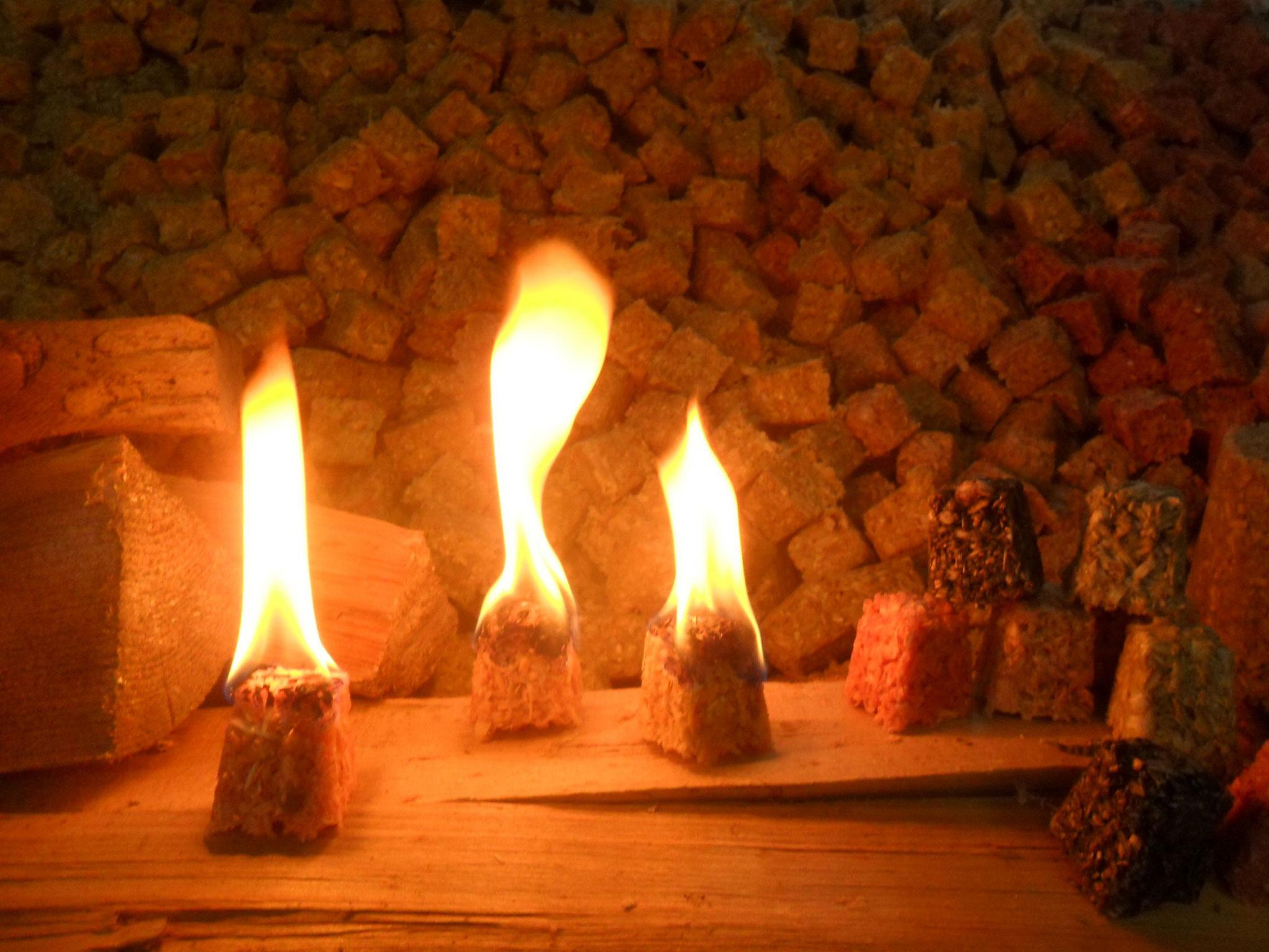 drei brennende Feuer-Flott Ofenanzünder