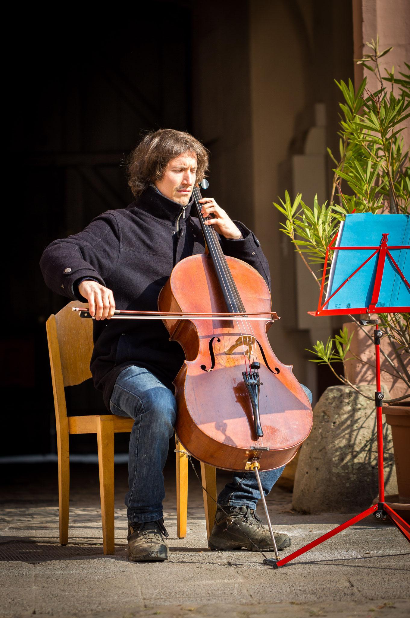 Cellospiel unseres Eurythmie- und Musiklehrers