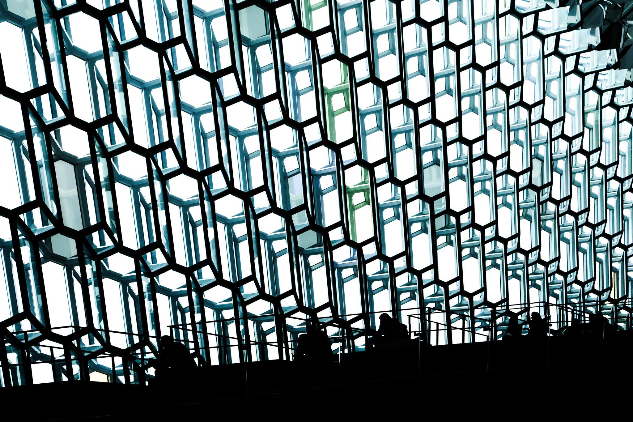 Faszinierende Glasfronten, die je nach Lichteinfall die Sonne wunderbar reflektieren.