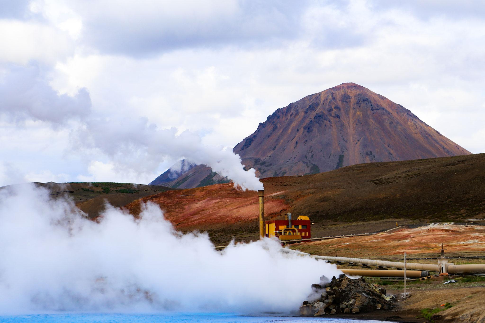 Geothermiestation Bjarnarflag mit ihrem Blauen See im Gebiet bei Myvatn