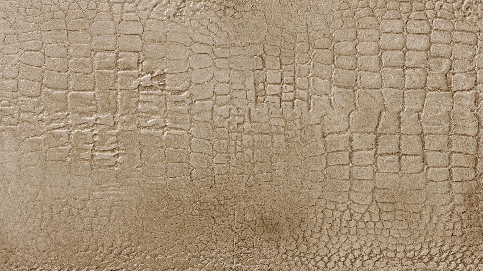 Caiman - Goldene Effekte in der Stempeltechnik betonen diese reptilenhautartige Oberfläche. Farbtöne: ic132, StoLook Ort