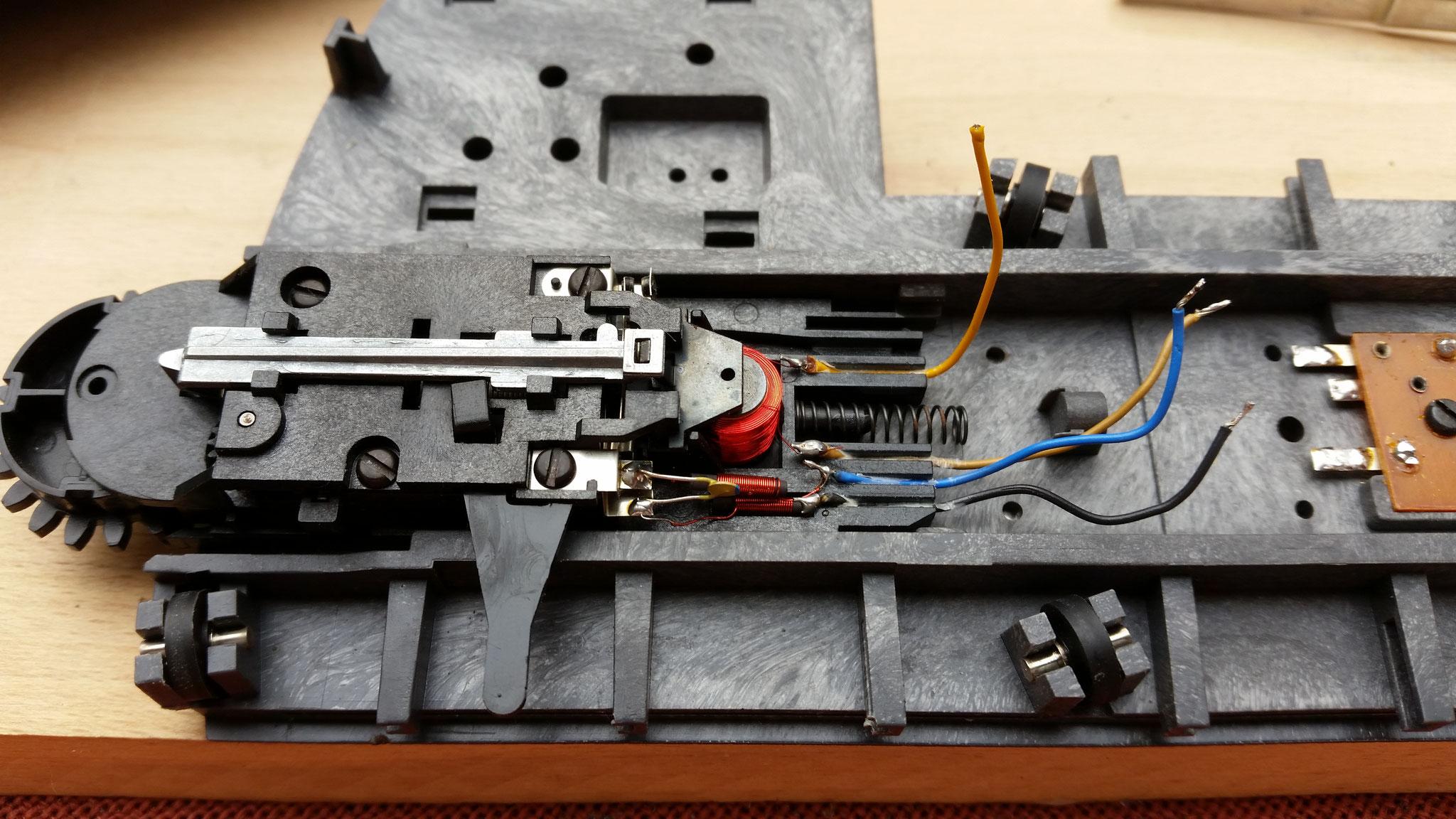 Zunächst wurde der Motor ausgebaut und einige Teile entsorgt, diese werden nach dem Umbau nicht mehr benötigt.