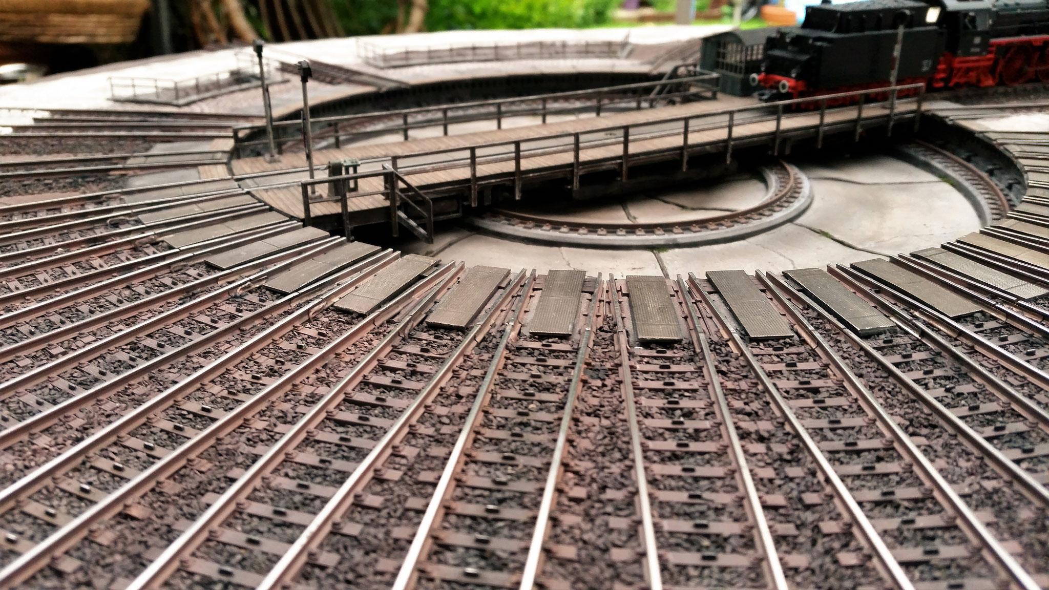 Alle Gleise wurden gealtert mit Rost und einer schmierigen Mischung aus schwarz/braun/ocker