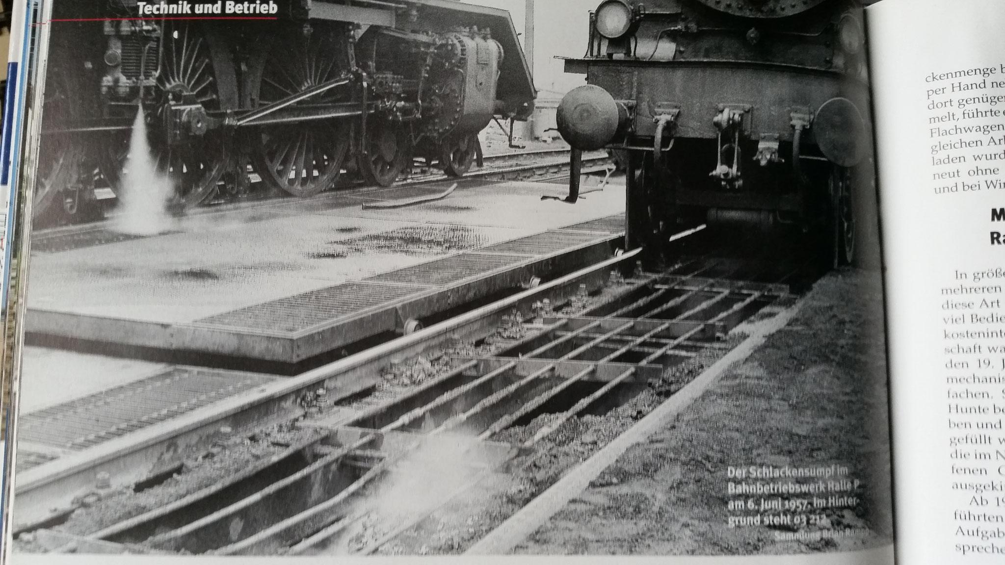 Hier mal das Vorbildfoto von dem Schutzgitter... Quelle: Martin Weltner - Bahnbetriebswerke - Geschichte/Technik/Gleispläne, Verlag: GeraMond, ISBN: 978-3-7654-7278-7