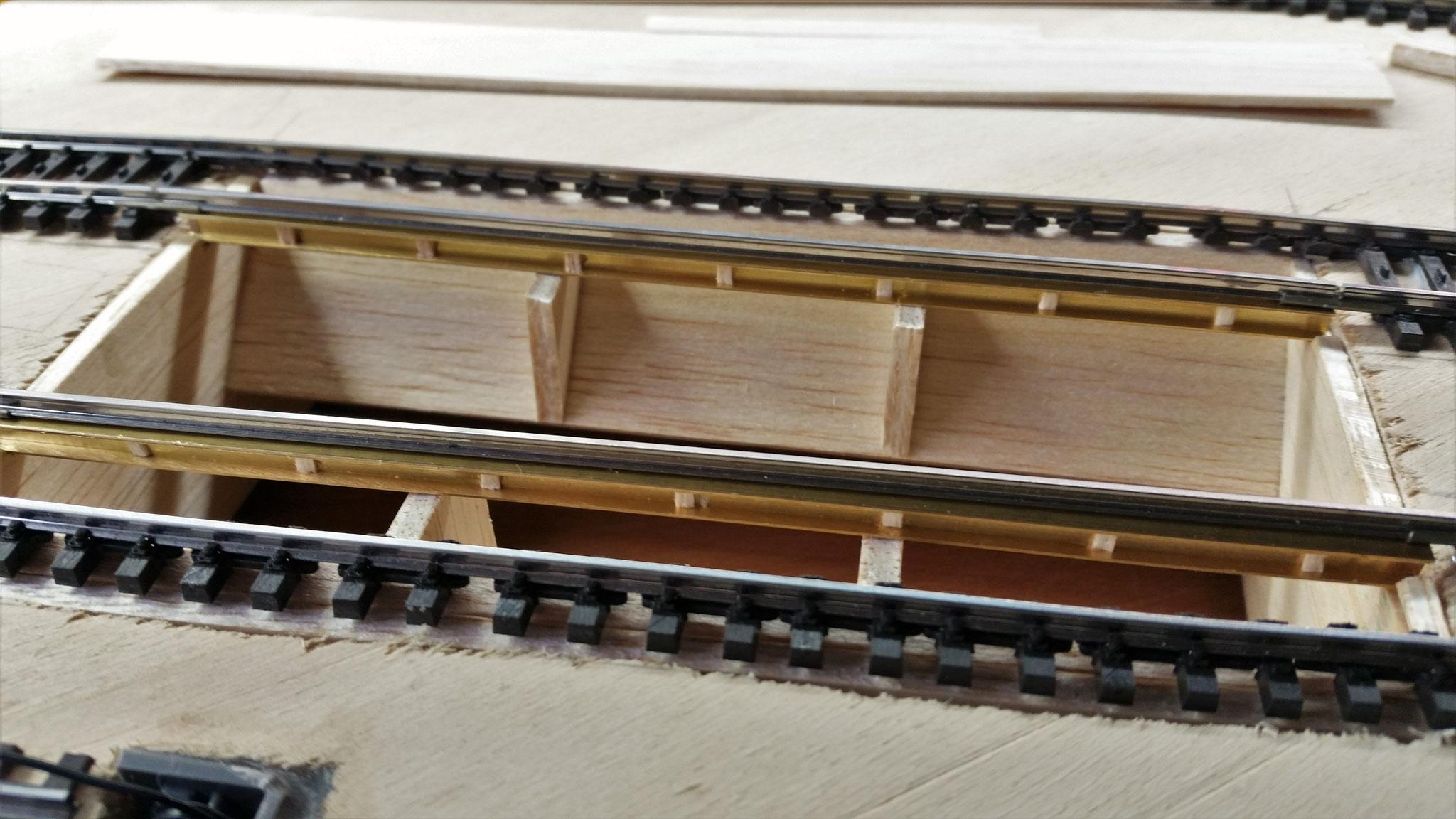Der Stahlträger hat bei meinem Vorbildfoto kleine Zwischenträger, welche hier nachgebildet werden