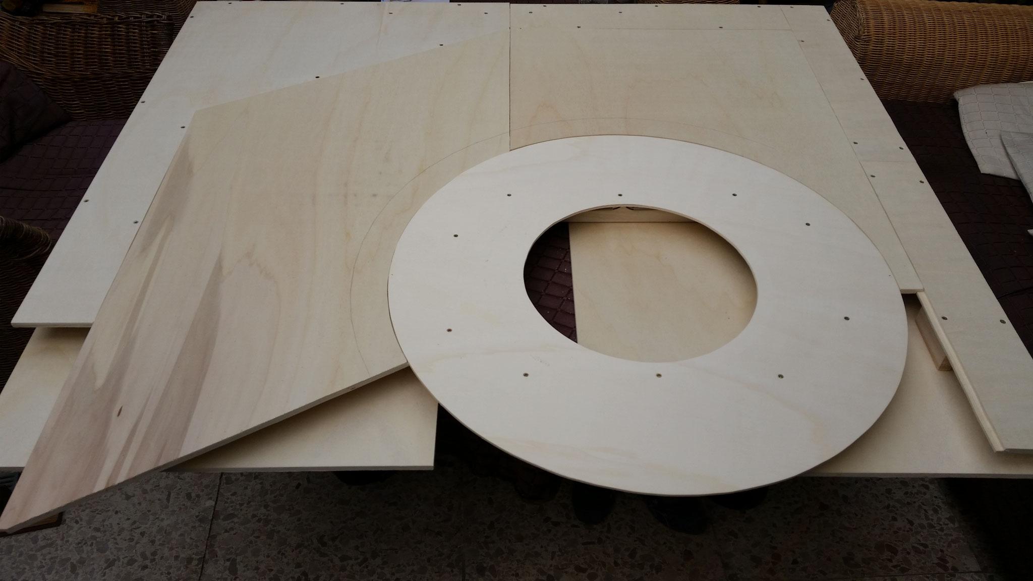 Rahmen mit eingesetzten Segmenten. Nächste Woche wird der untere Teil der Rahmen und Segmente gebaut, dann kann es mit dem Bau der Gleise losgehen