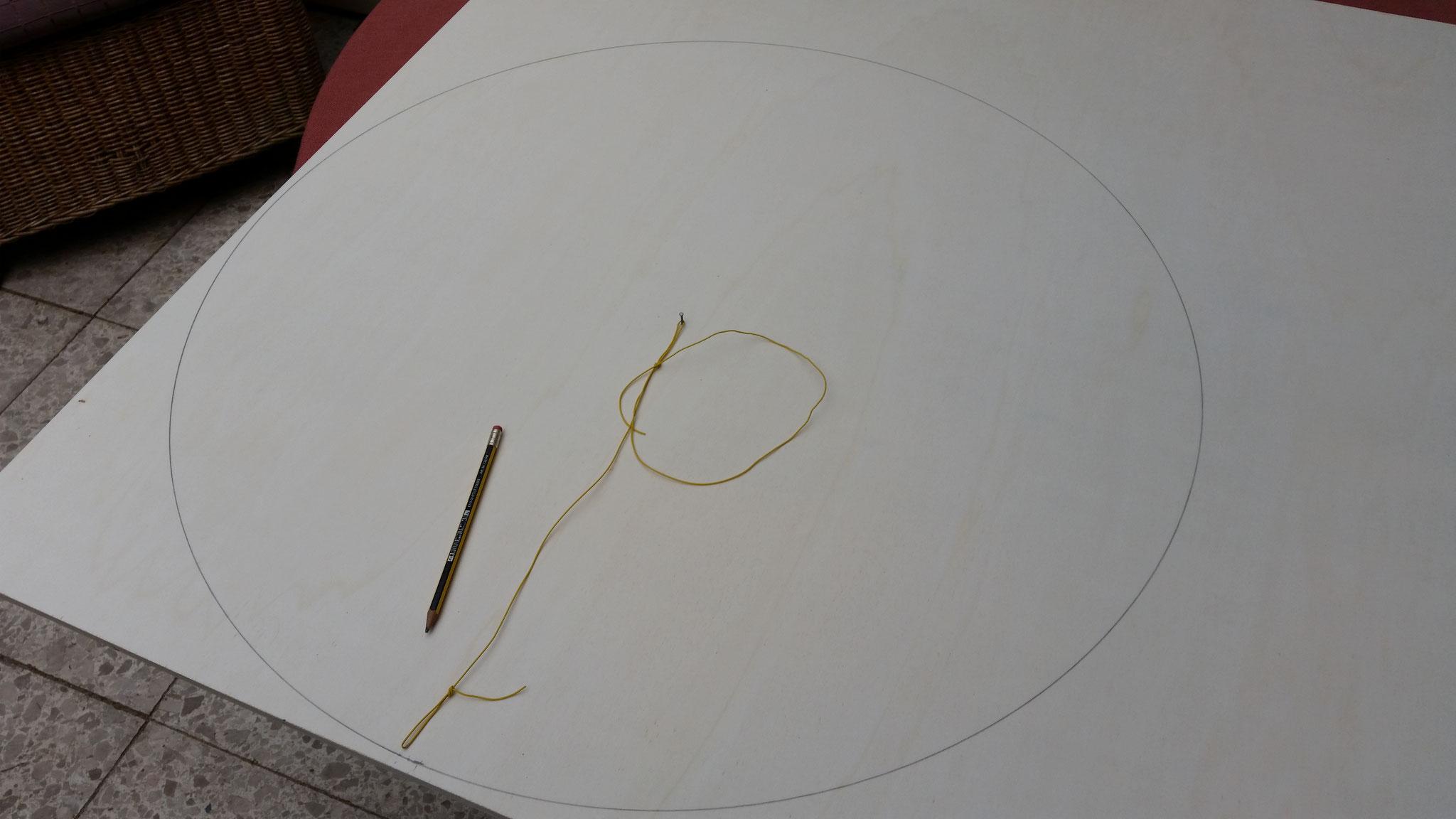 So kann der äußere Rand schön kreisrund angezeichnet werden...