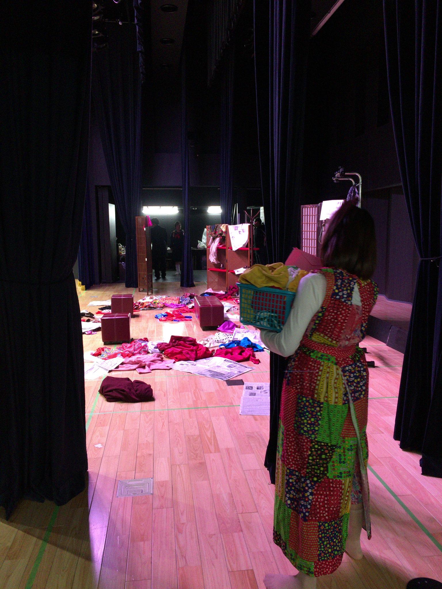 稽古直前、舞台袖からこっそり撮影