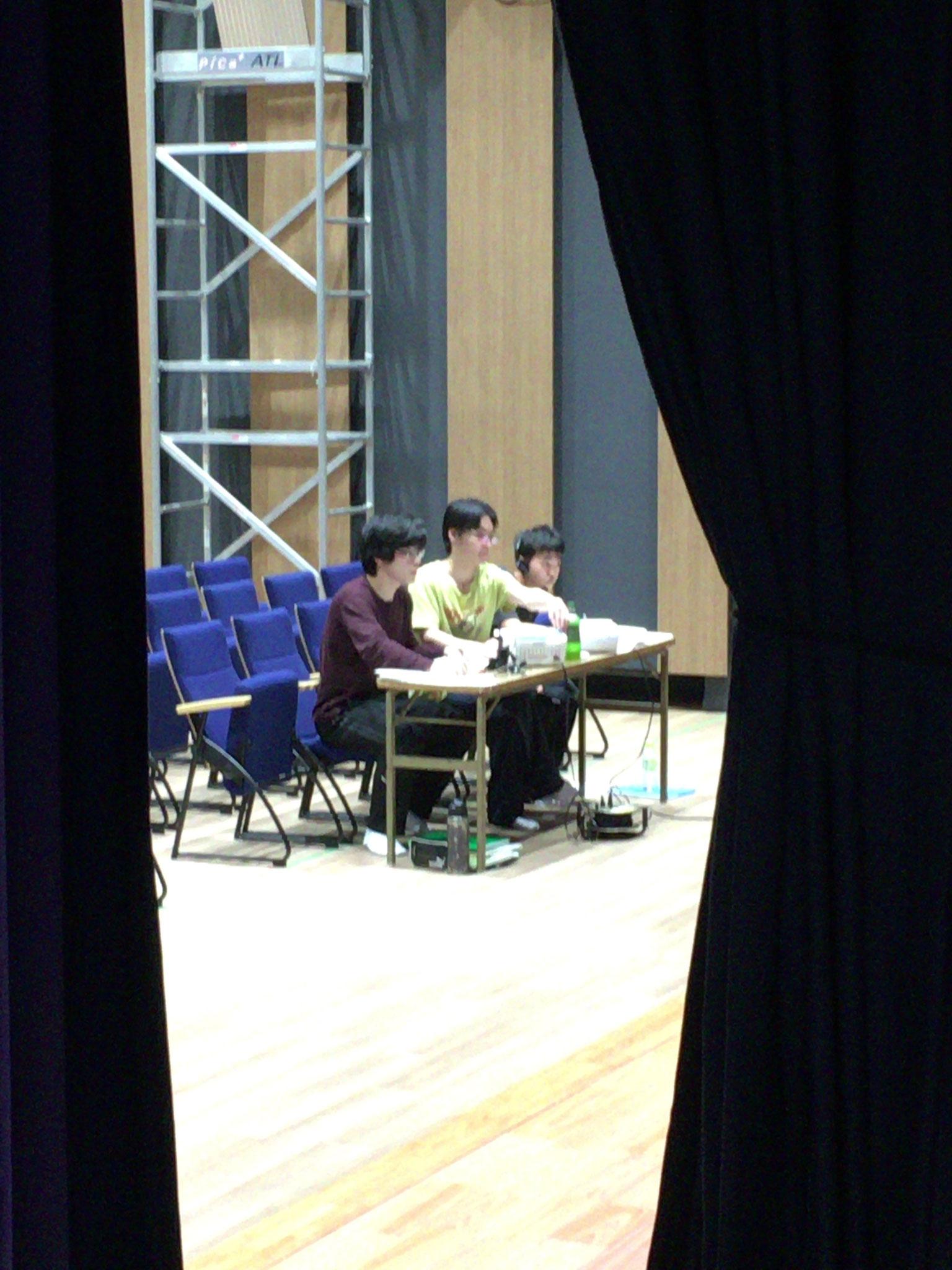 舞台監督と舞台監督助手2名