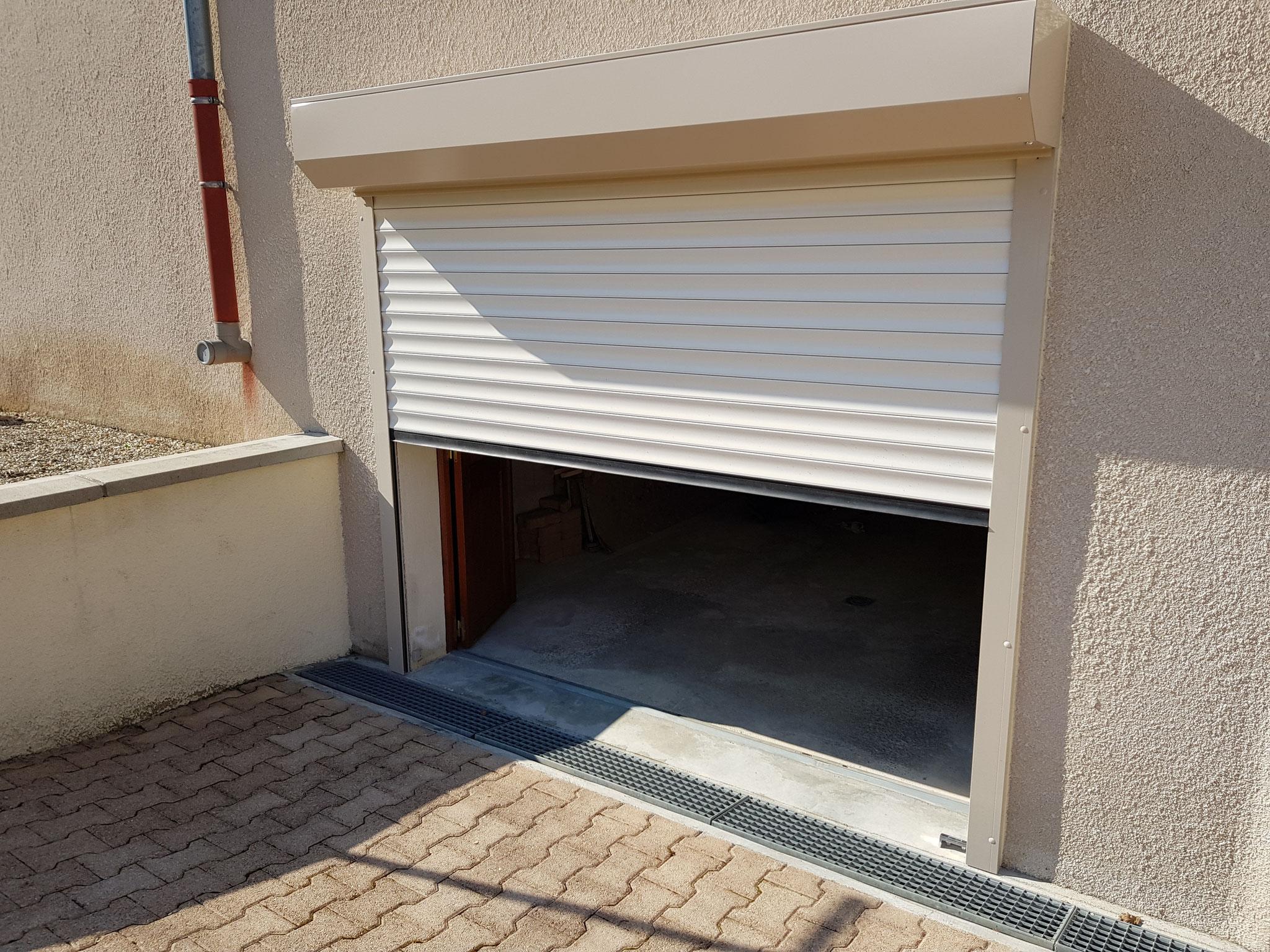 Porte de garage en ouverture