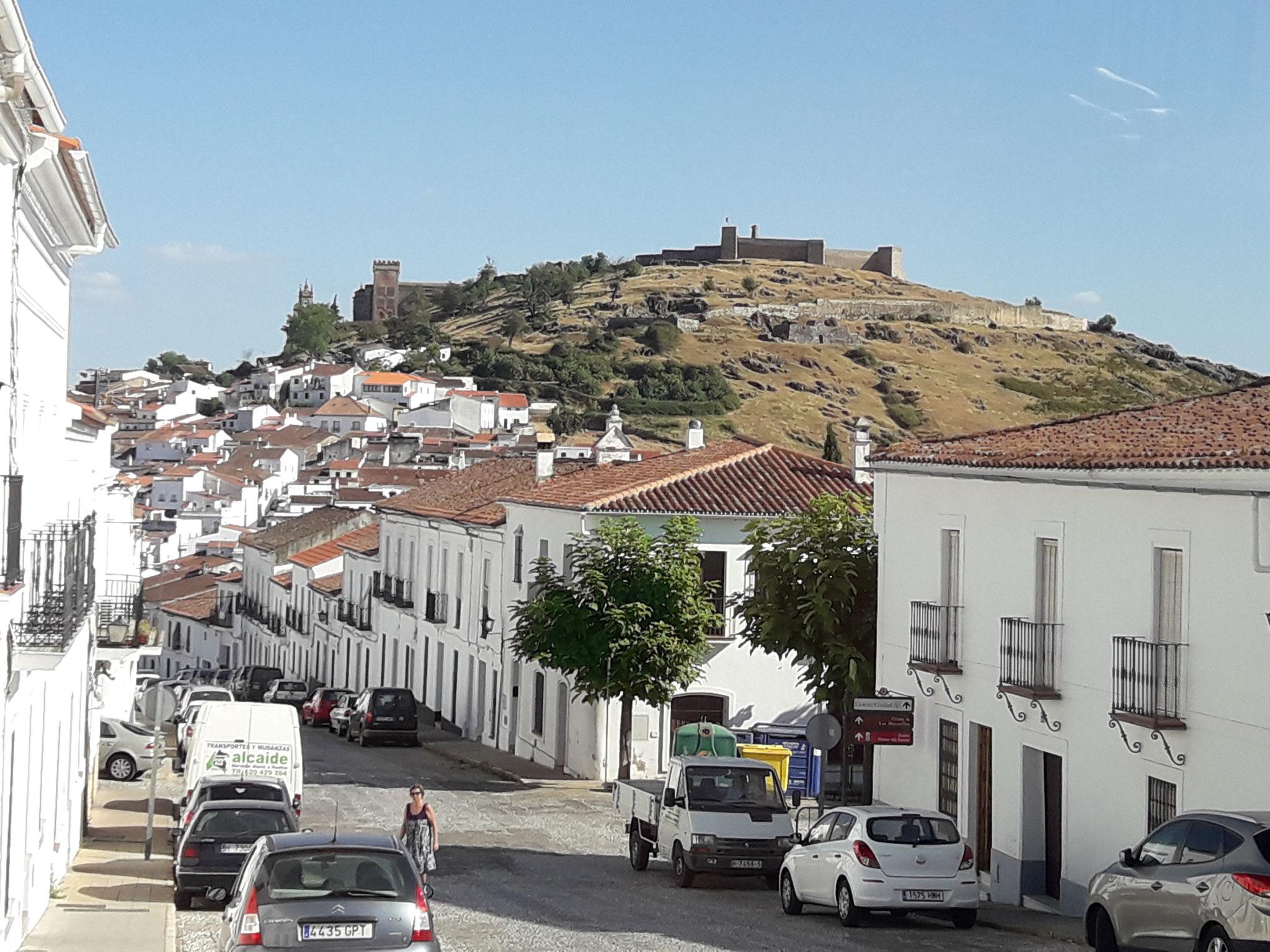 Localidad de Aracena con su imponente cerro