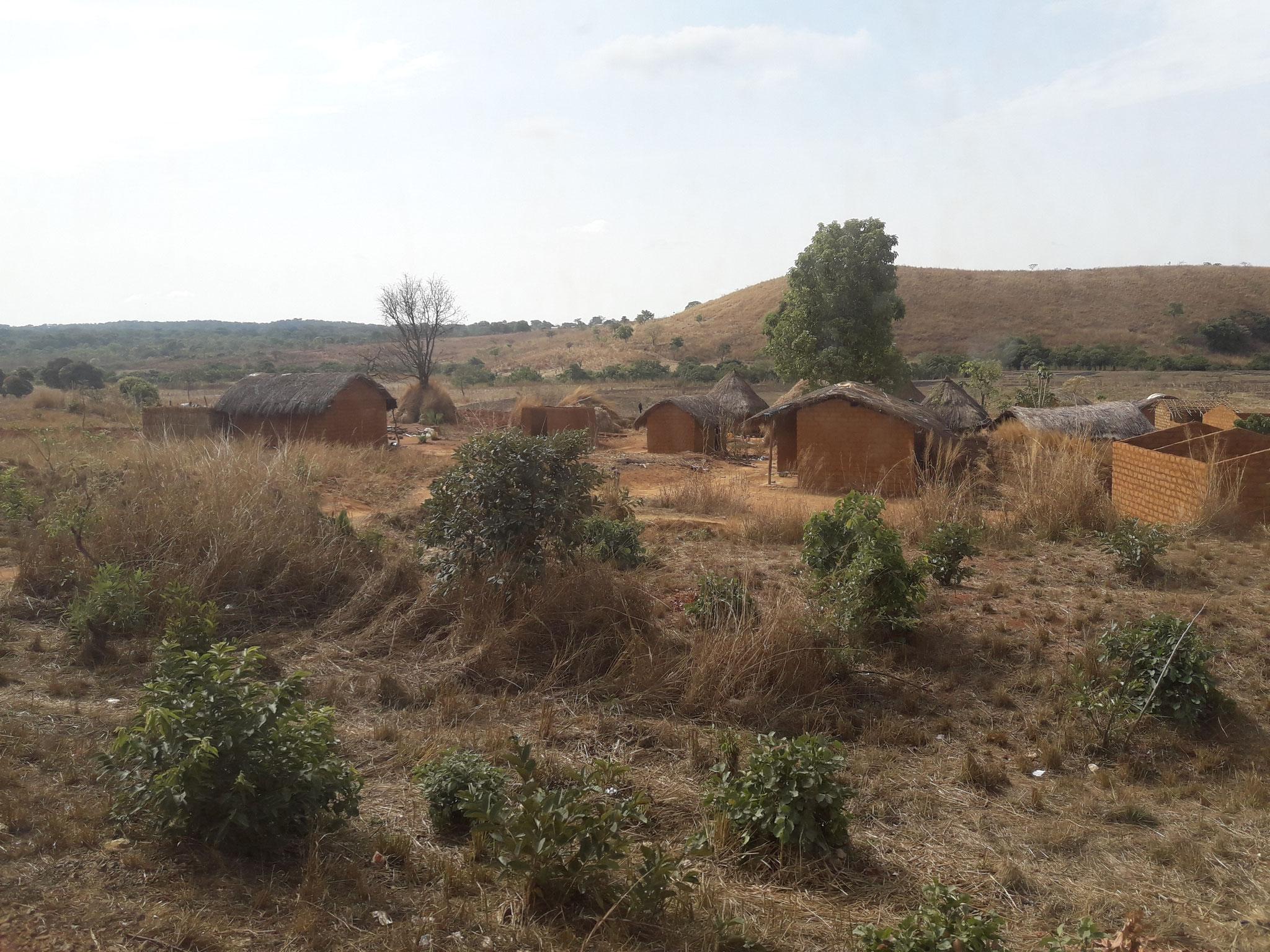 Aldea camino de Ngaoundere