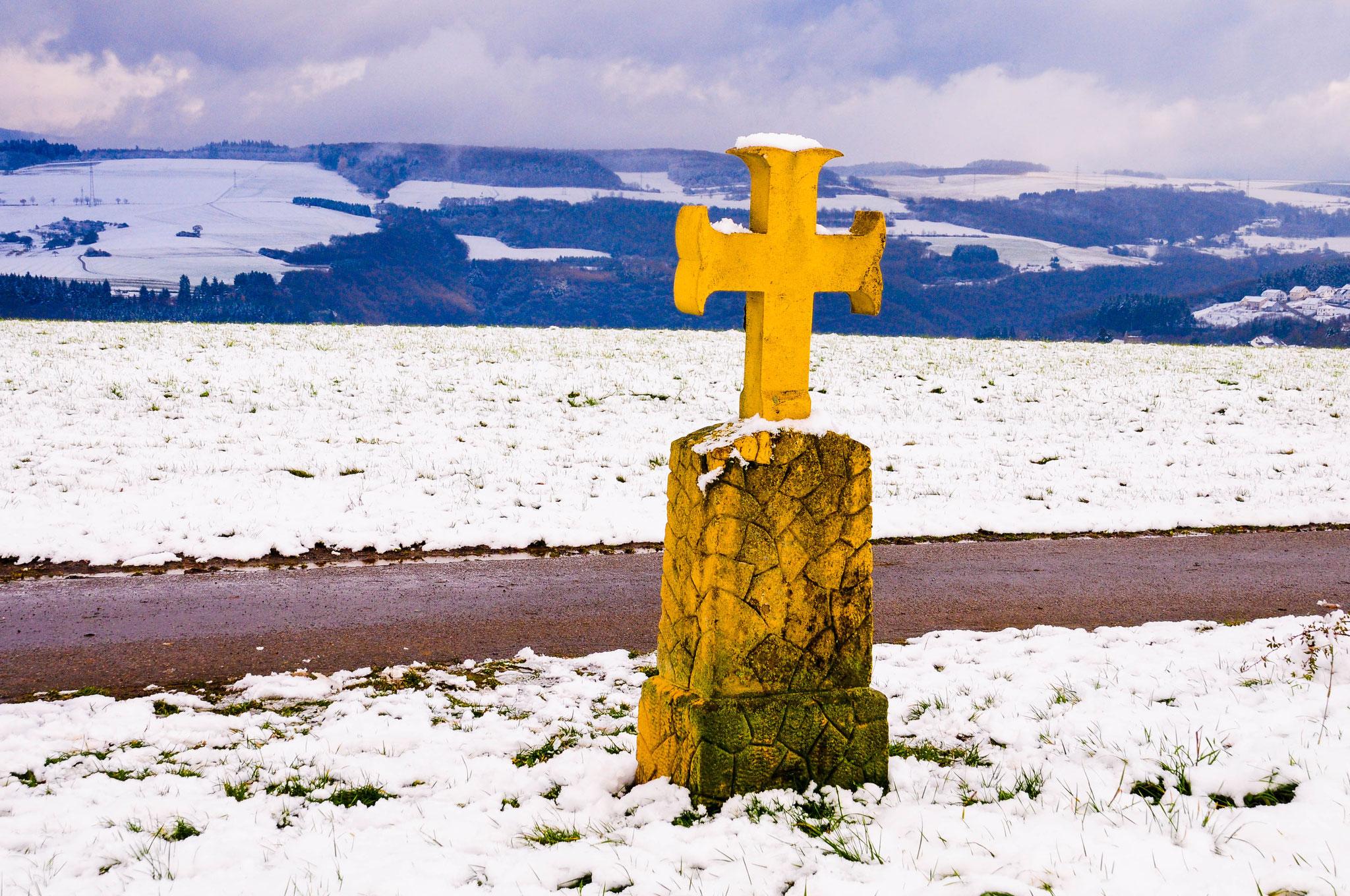 Pestkreuz der Gemeinde Filsch im Dezember 2017 auf der Korlinger Höhe