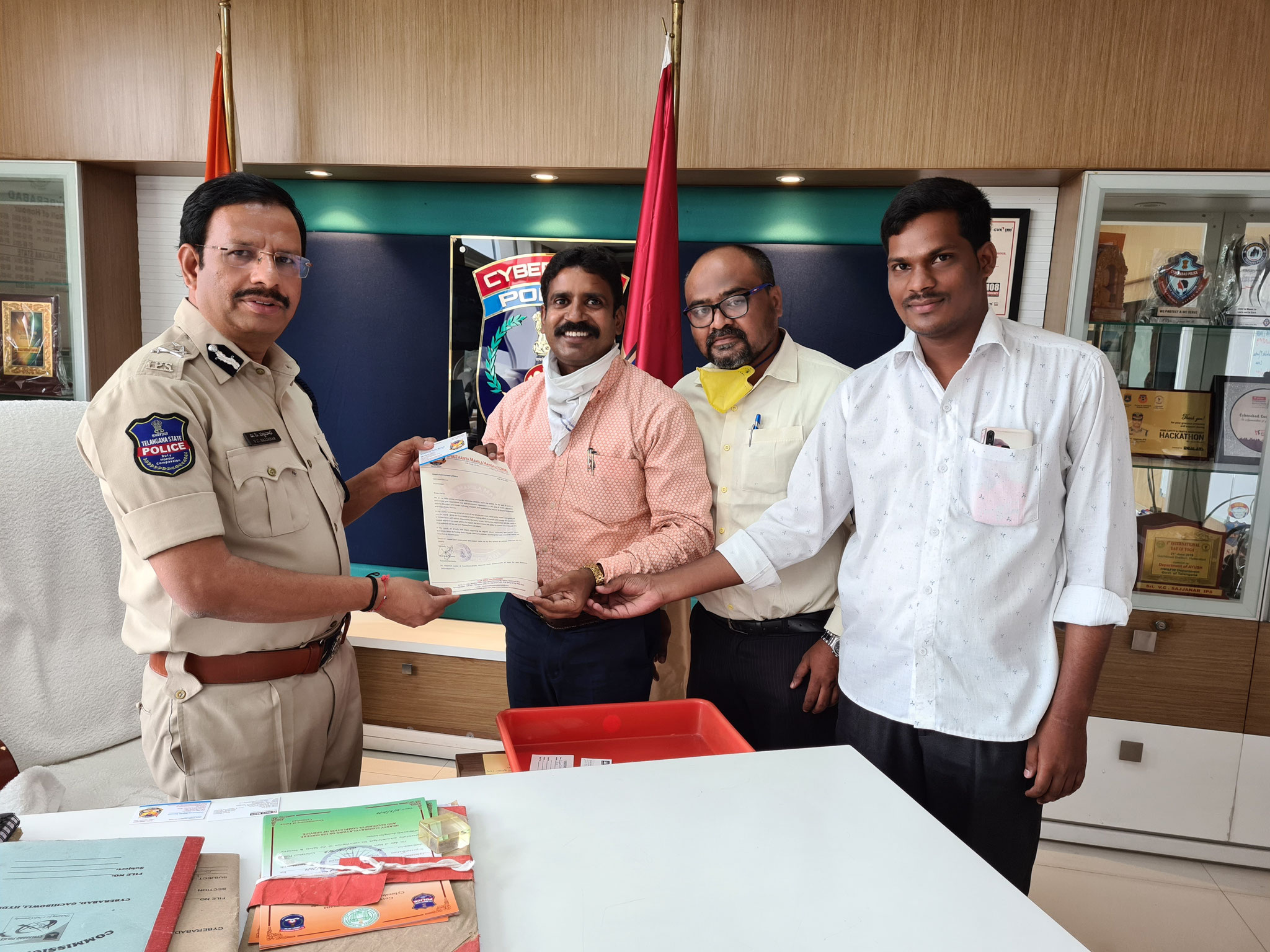Mr.Jaya Singh.Thomas,General Secretary-CMM with Sri.Sajjanar,IPS,Commissioner of Police,Cyberabad Division at his Chapmer extends his solidarity to CMM for its help during COVID-19 Response