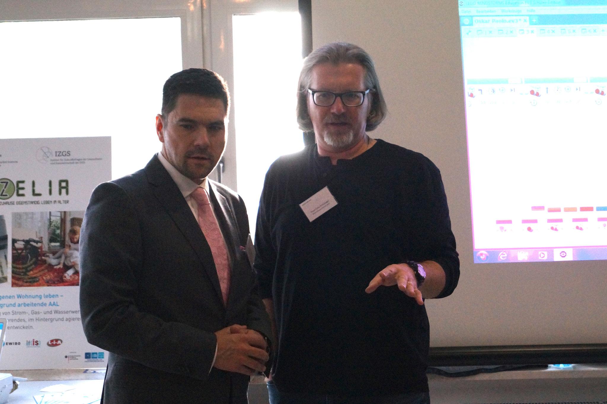 Hans-Otto Stühlinger (Lehrer an der Erich-Kästner-Schule (IGS) Darmstadt) erklärt das Lehrkonzept der Robo AG