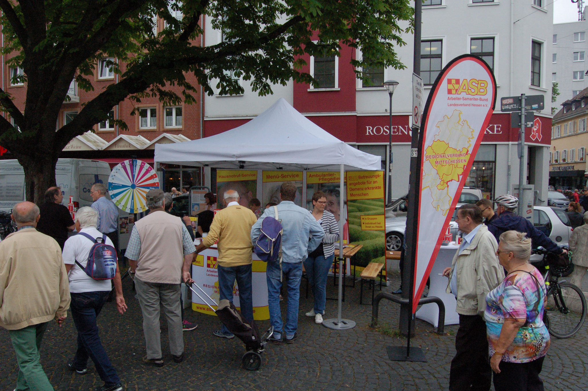 Digital trifft auf Analog - Projekt GESCCO auf dem Marktplatz in Offenbach | © Foto: IZGS der EHD