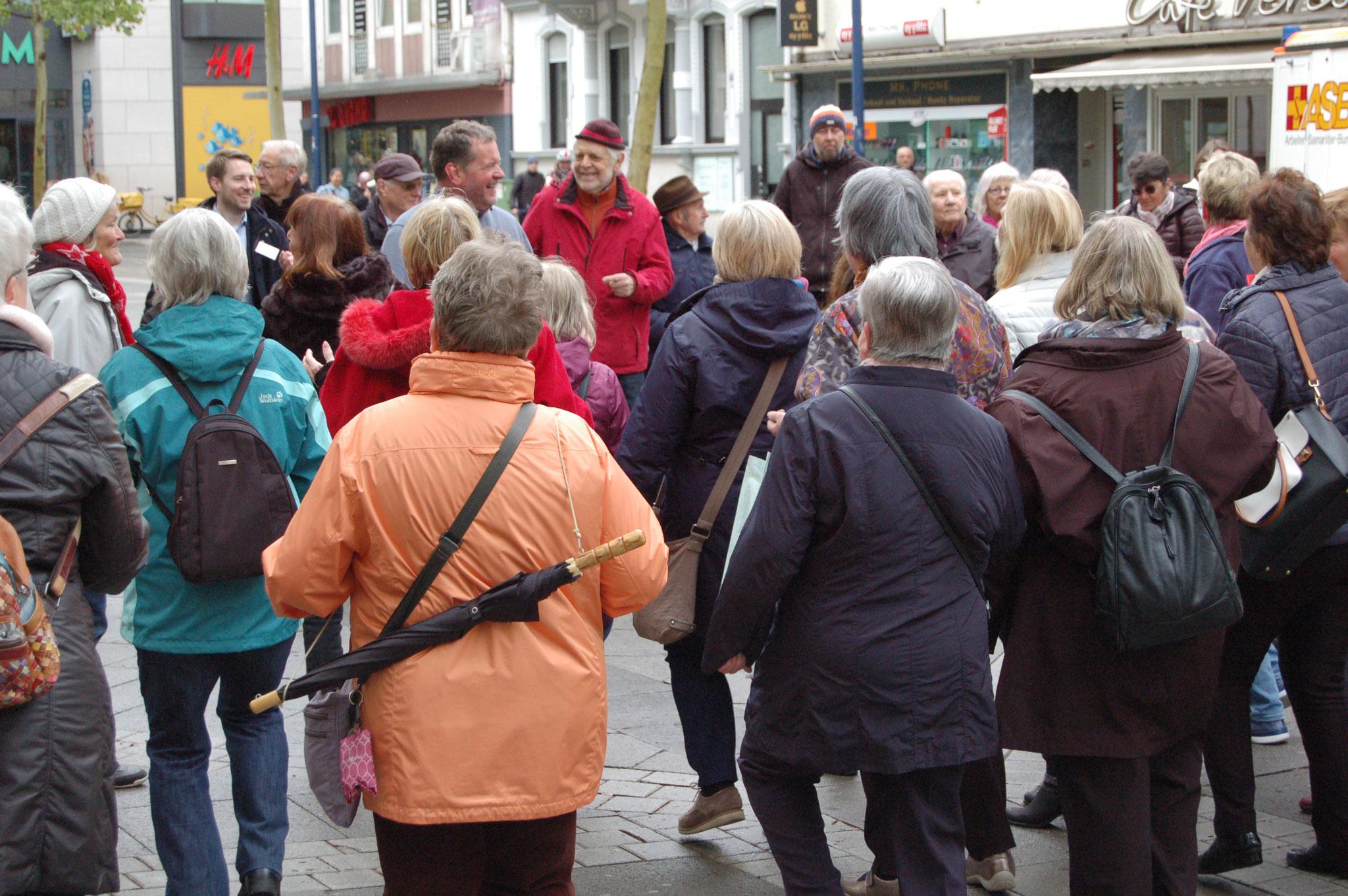 Geballte Frauenpower bei der Senioren-Flashmob-Aktion im Rahmen des IZGS-Projekets GESCCO | Foto: IZGS
