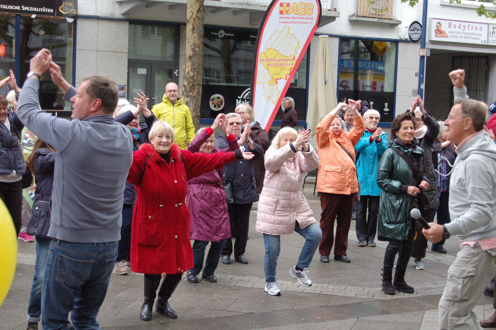 Gute Laune bei der Senioren-Flashmob-Aktion im Rahmen des IZGS-Projekets GESCCO. | Foto: IZGS