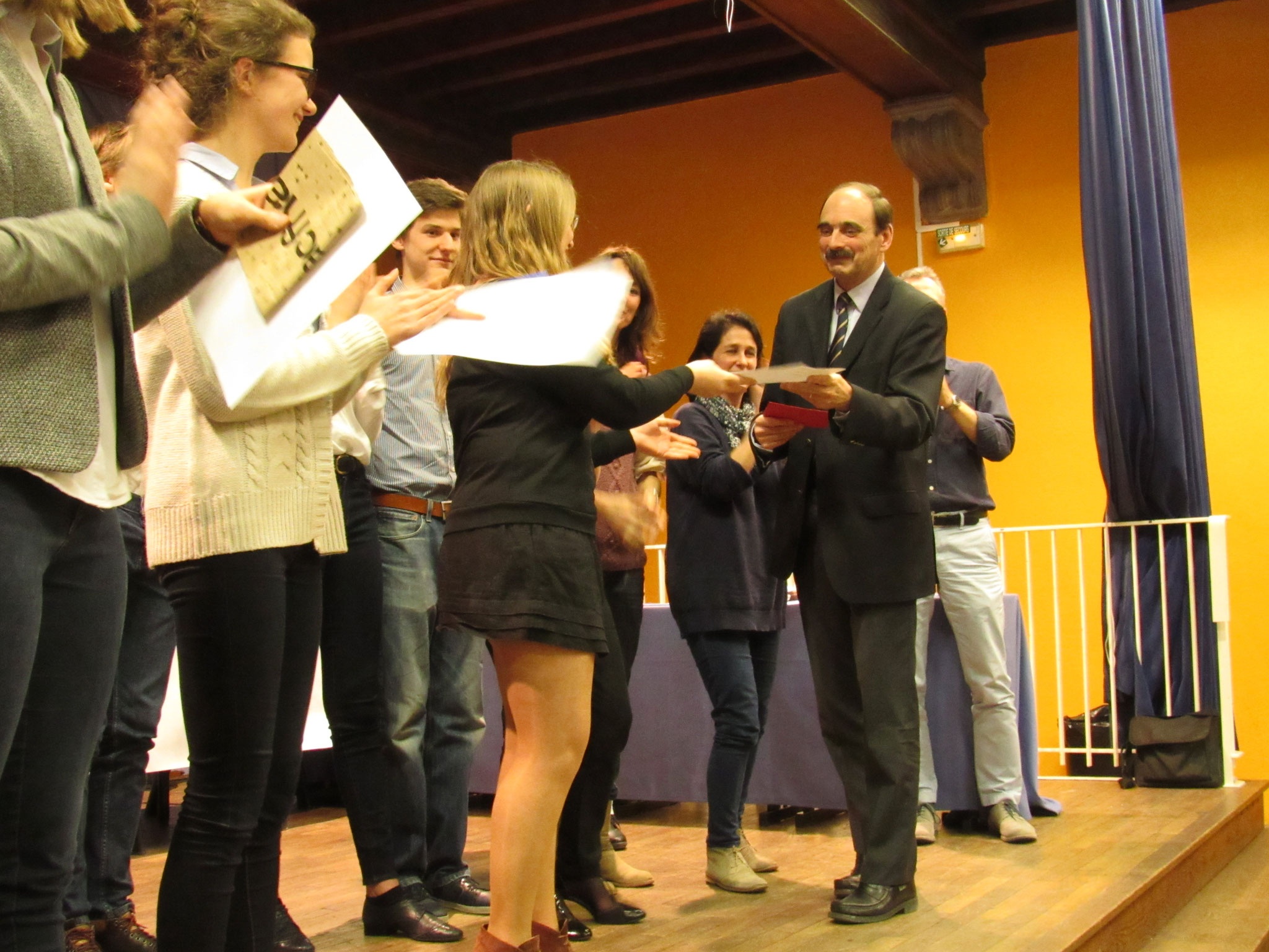 M. Moncelon remet le Prix du Chef d'Etablissement à Chloé