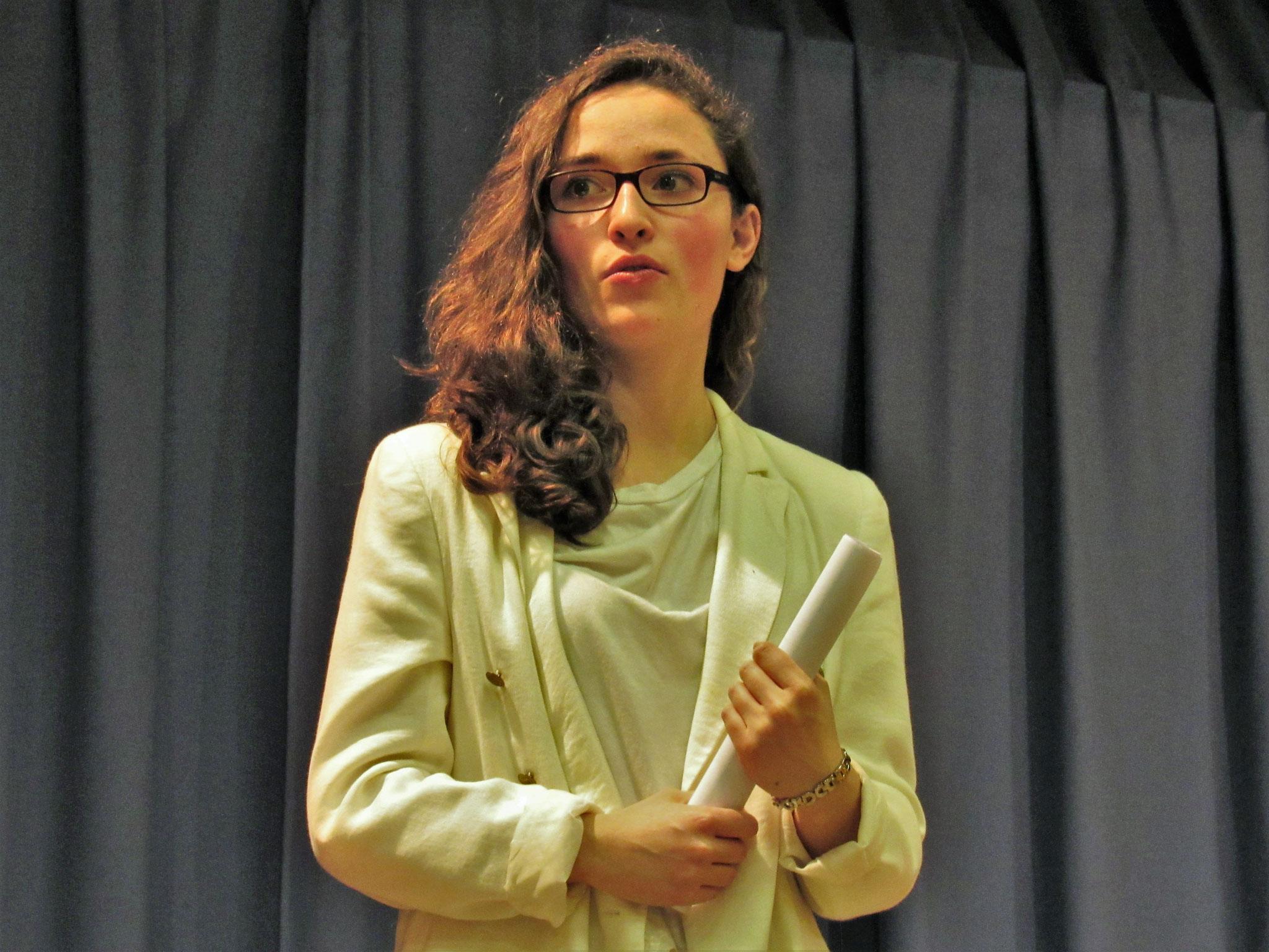 Aurélie, la Présidente du Massillon UNESCO Club, fait son discous de remerciement