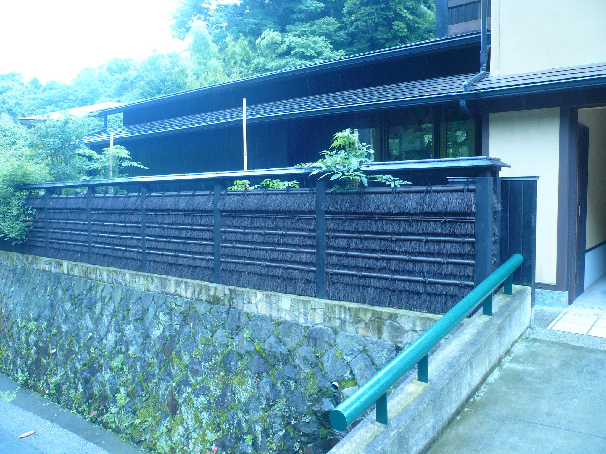 覚園寺の前の素晴らしい和風建築。地区のバランスが素晴らしい