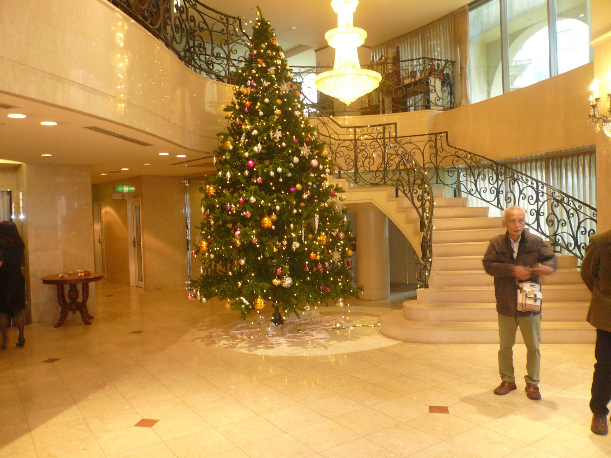 クリスタルホテルに入るとクリスマス