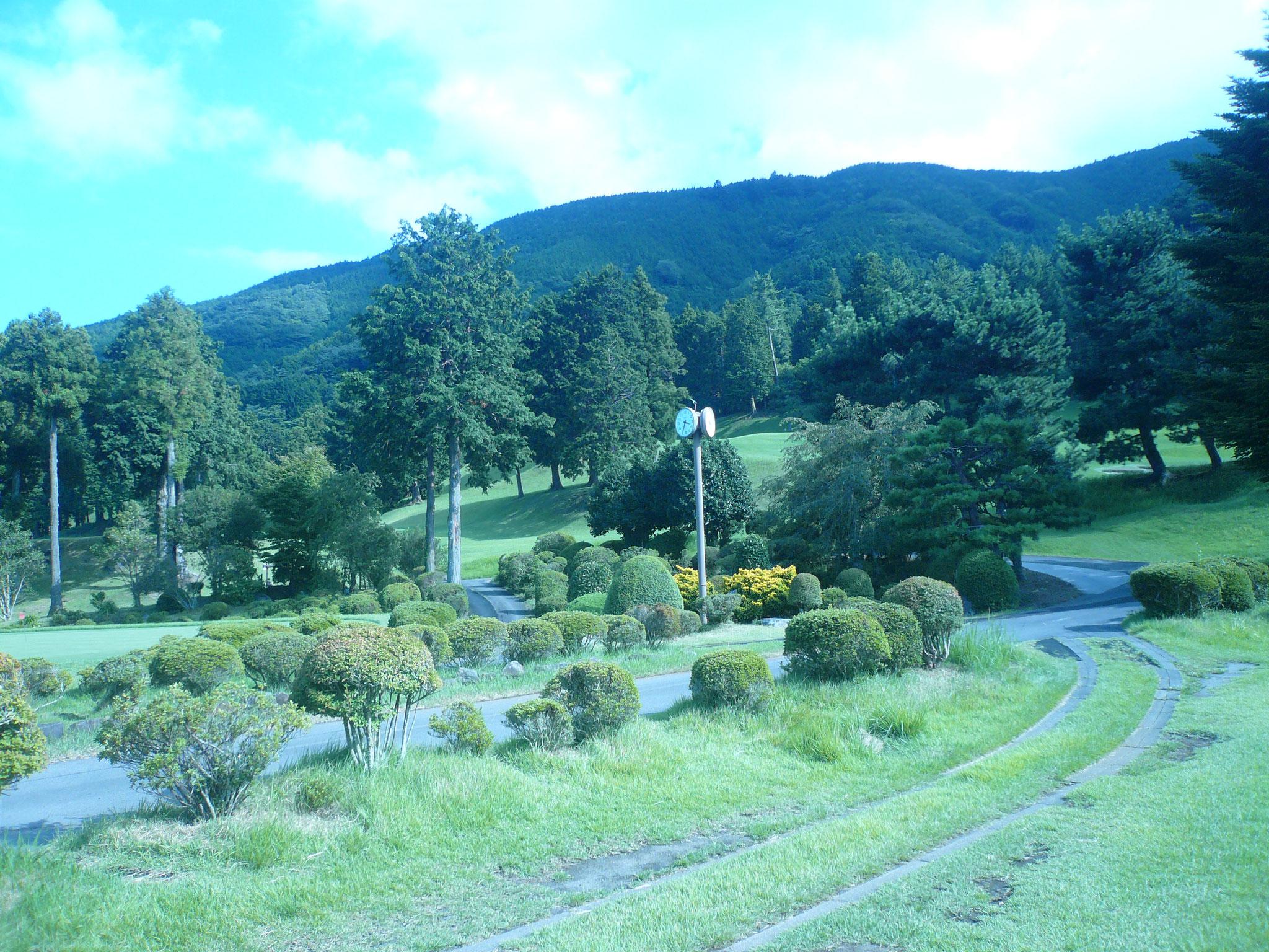 箱根の山並み見ると涼しそうな小田原湯本CC
