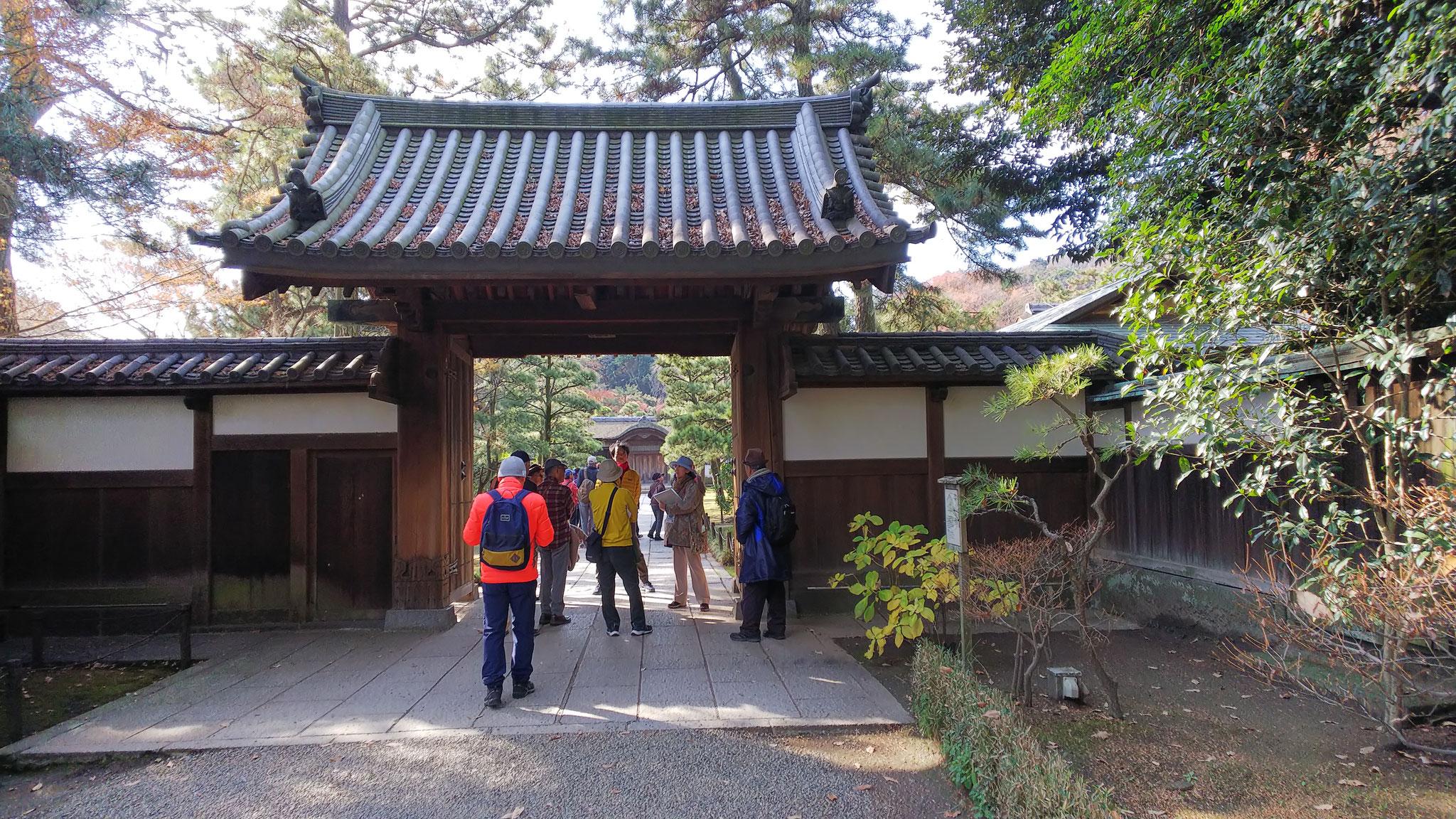 内苑入り口の「御門」 京都東山の西方寺にあった薬医門
