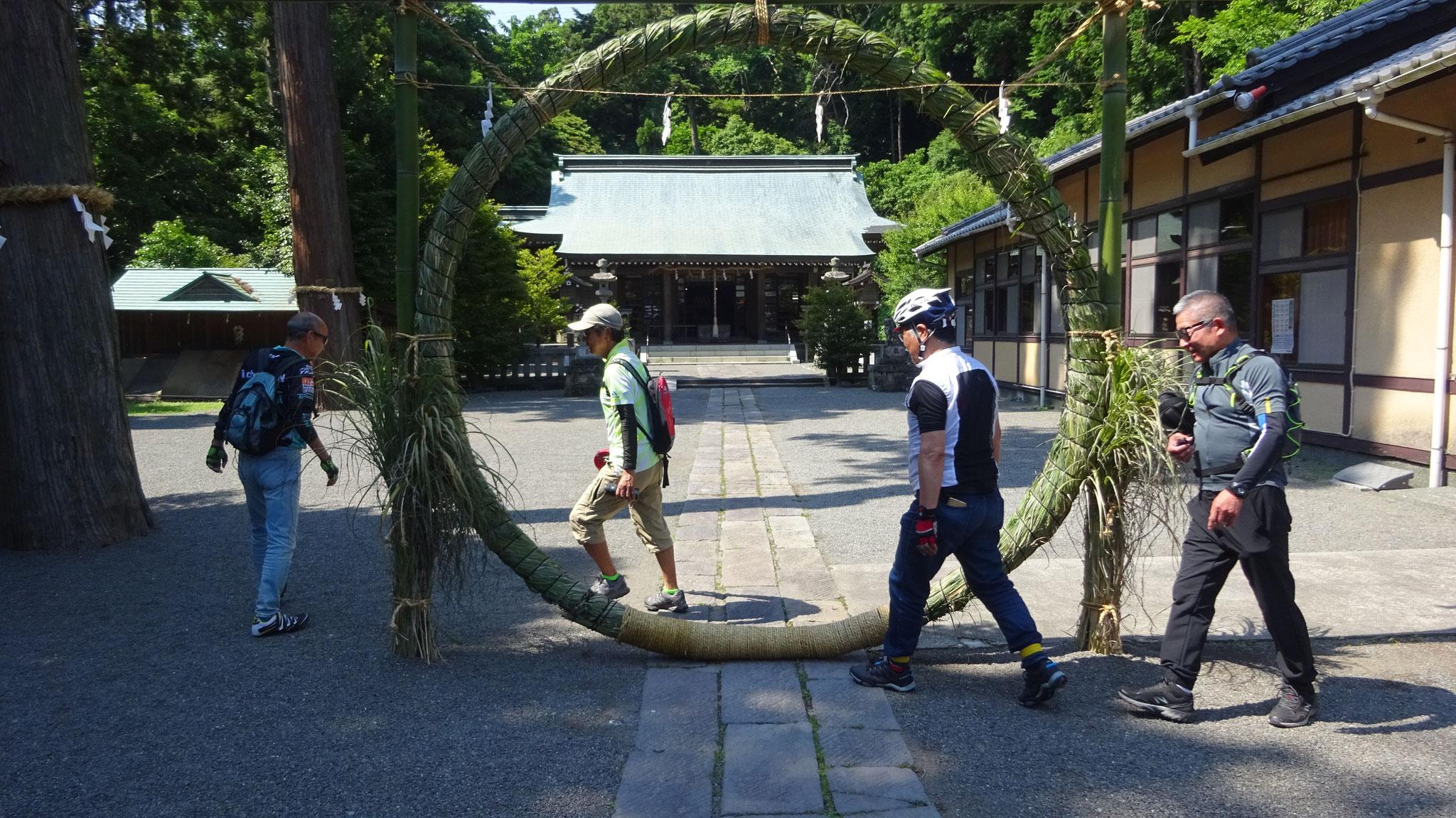 川勾神社で8の字三回廻りでご利益祈願!