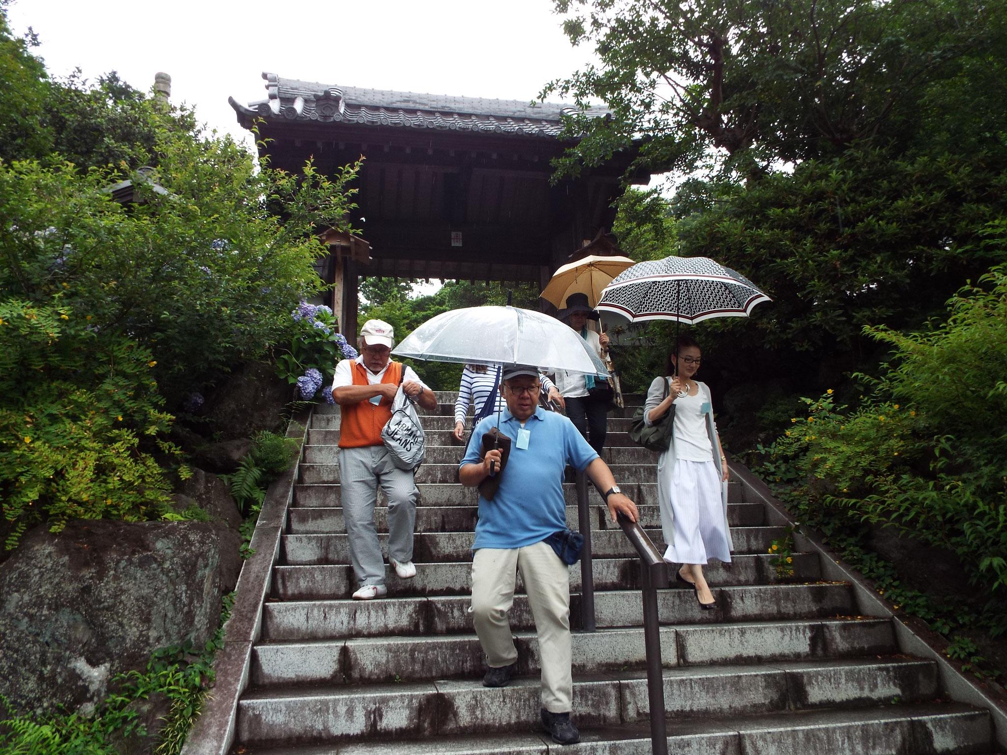 ここから7枚山崎さんの写真。2グループ覚園寺から