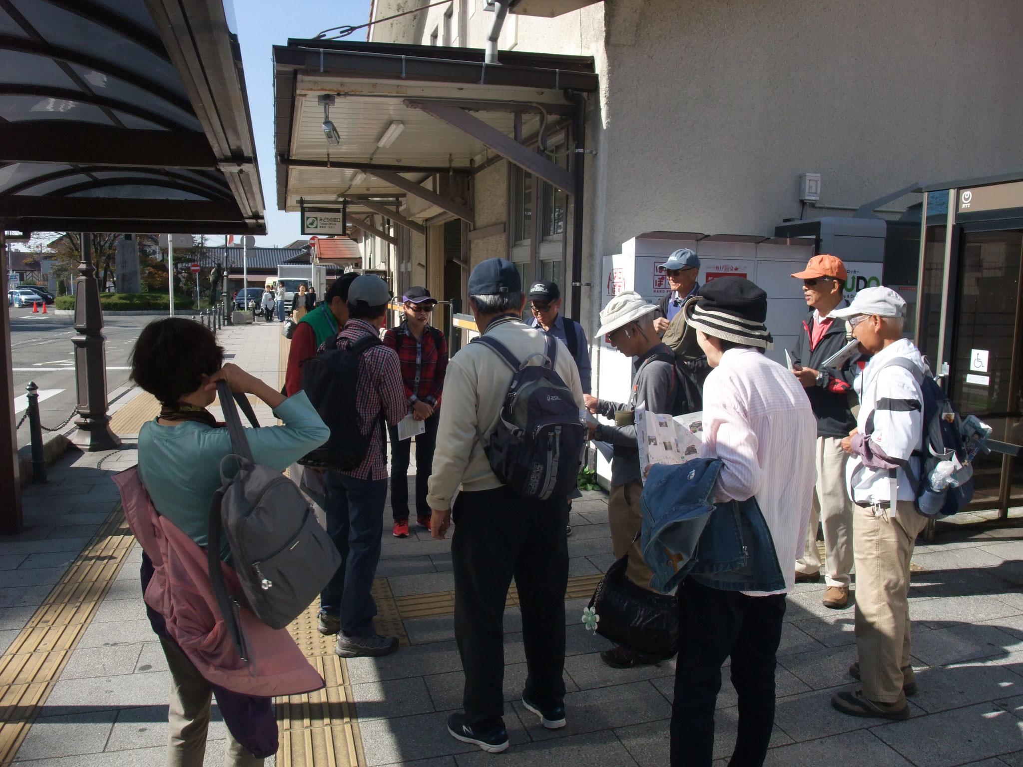 JR大磯駅前にてミーティング・ガイドは斎藤さん