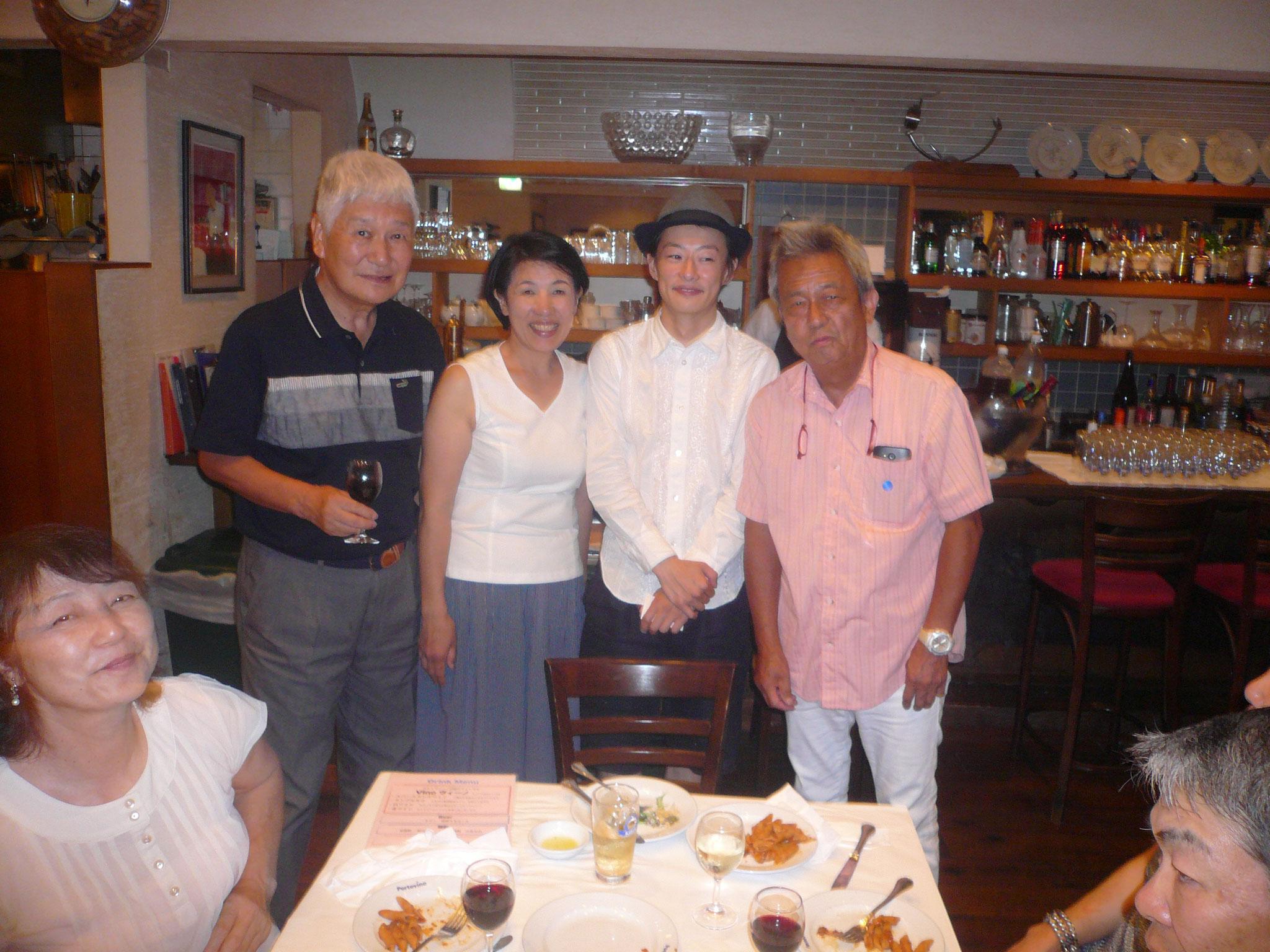 伊藤さん大口さんを今井さんと柿澤さんが囲んで