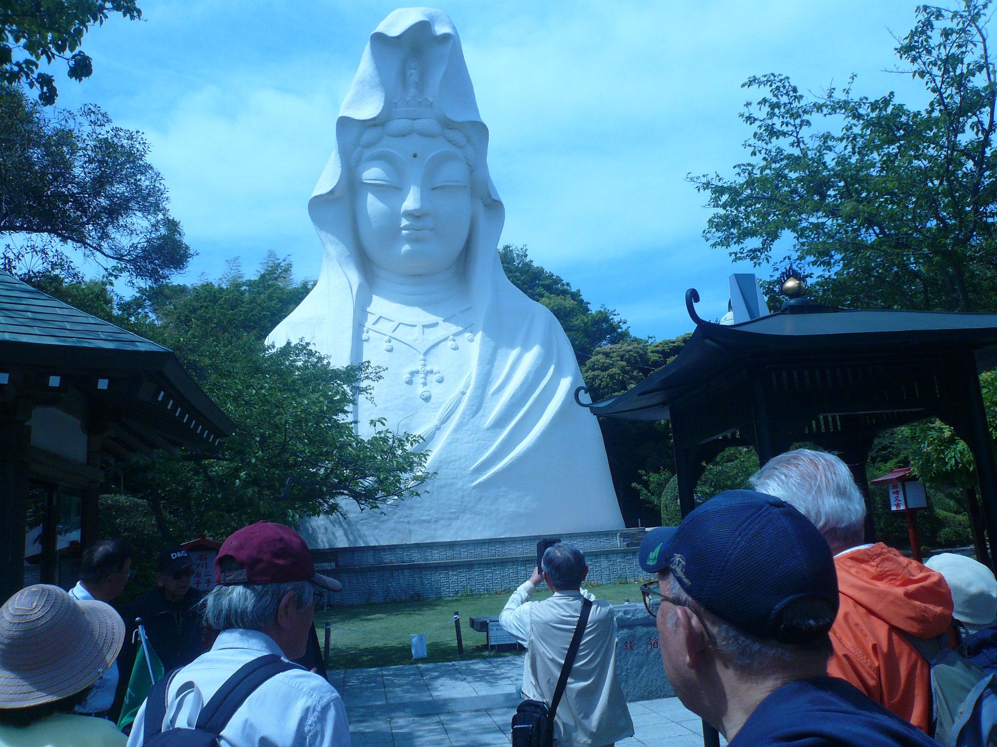大仏は昭和4年に計画されたが頓挫し、35年に完成されたそうです。