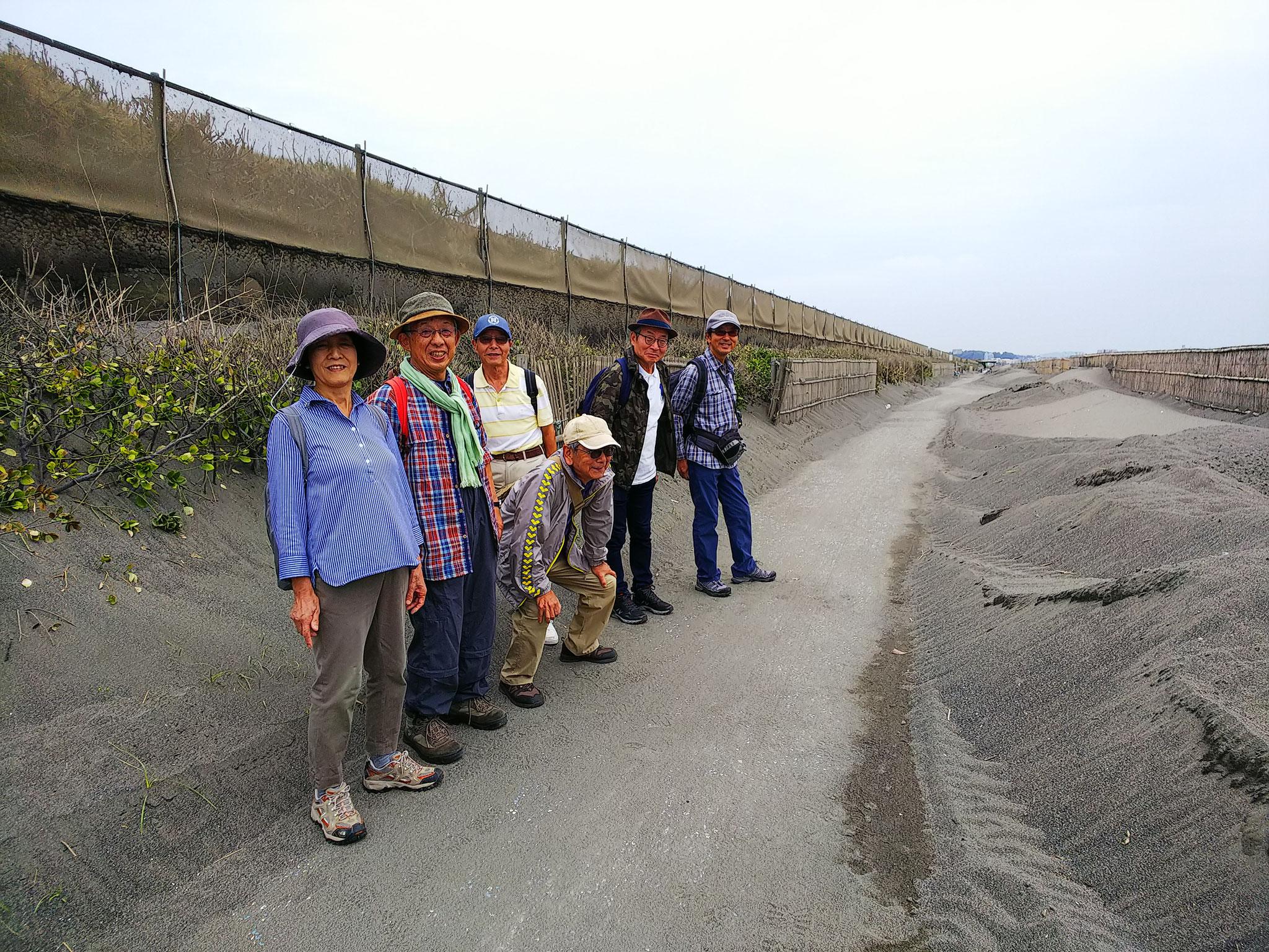 台風の後の吹き溜まりの砂は綺麗に整備されていた  ラッキー!