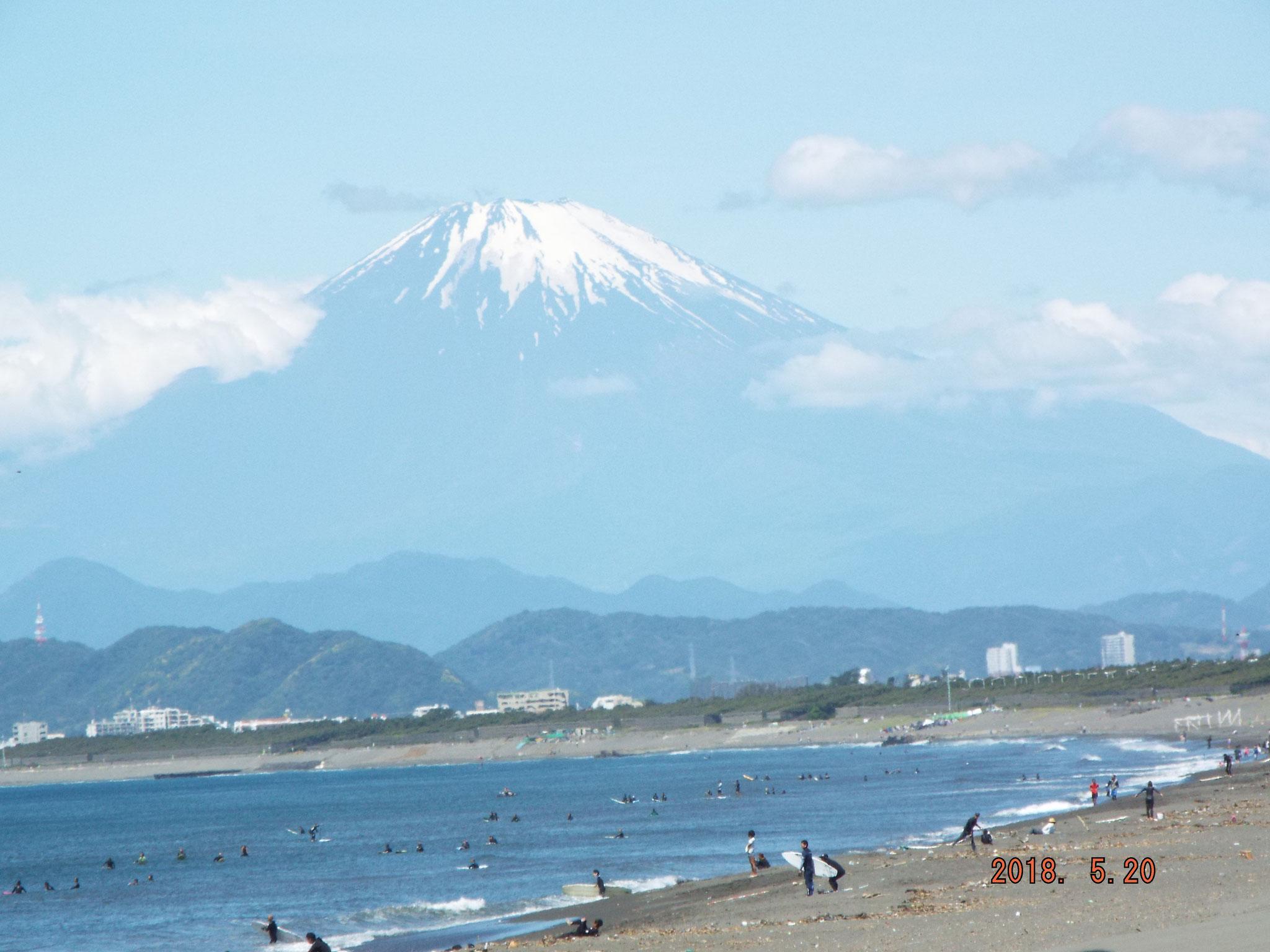 山崎名カメラマンの傑作地引で富士山