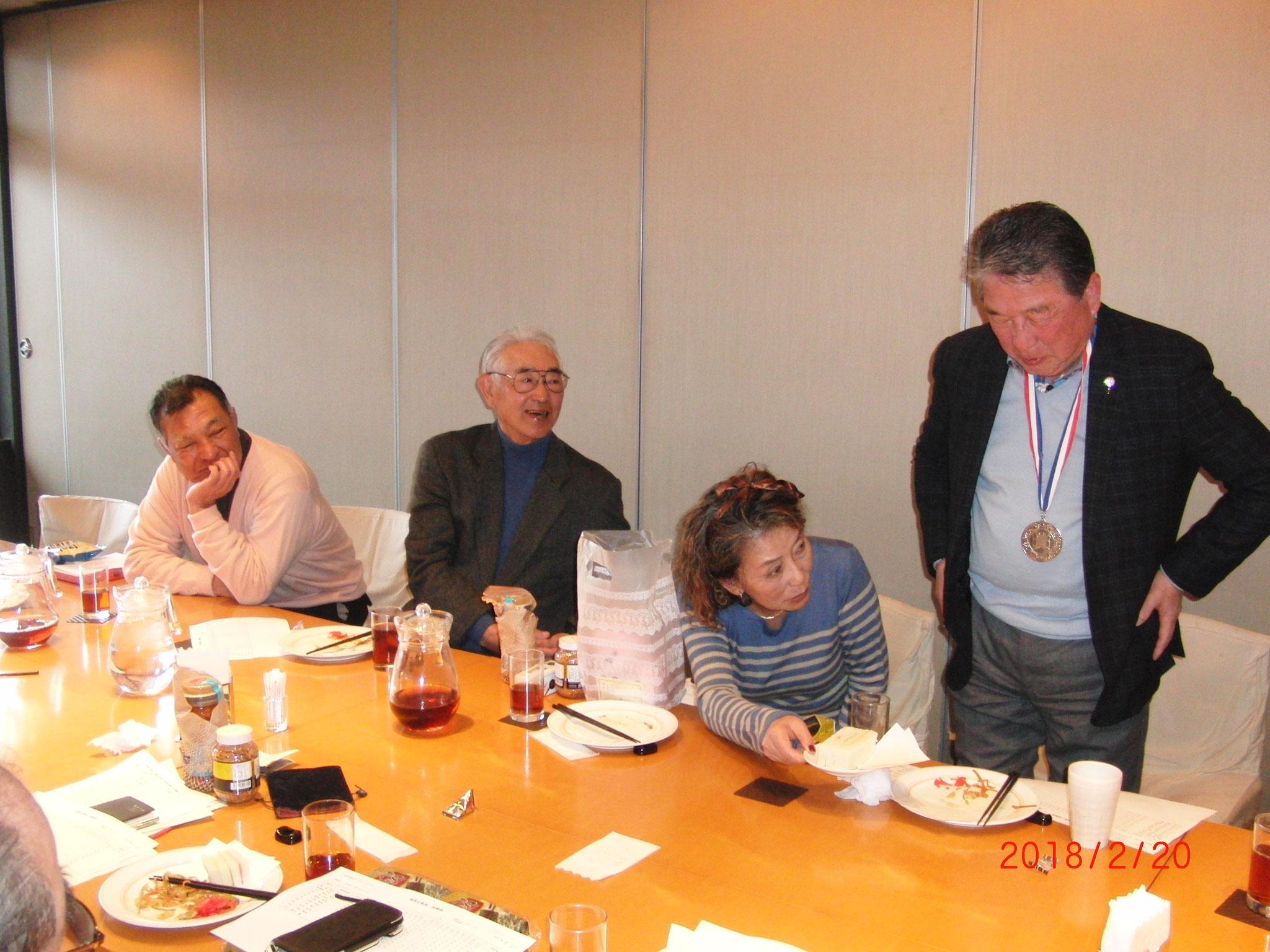コンペでのパーティ、倉泉さん、3位の則田さん、 小宮さん、徳光さん、