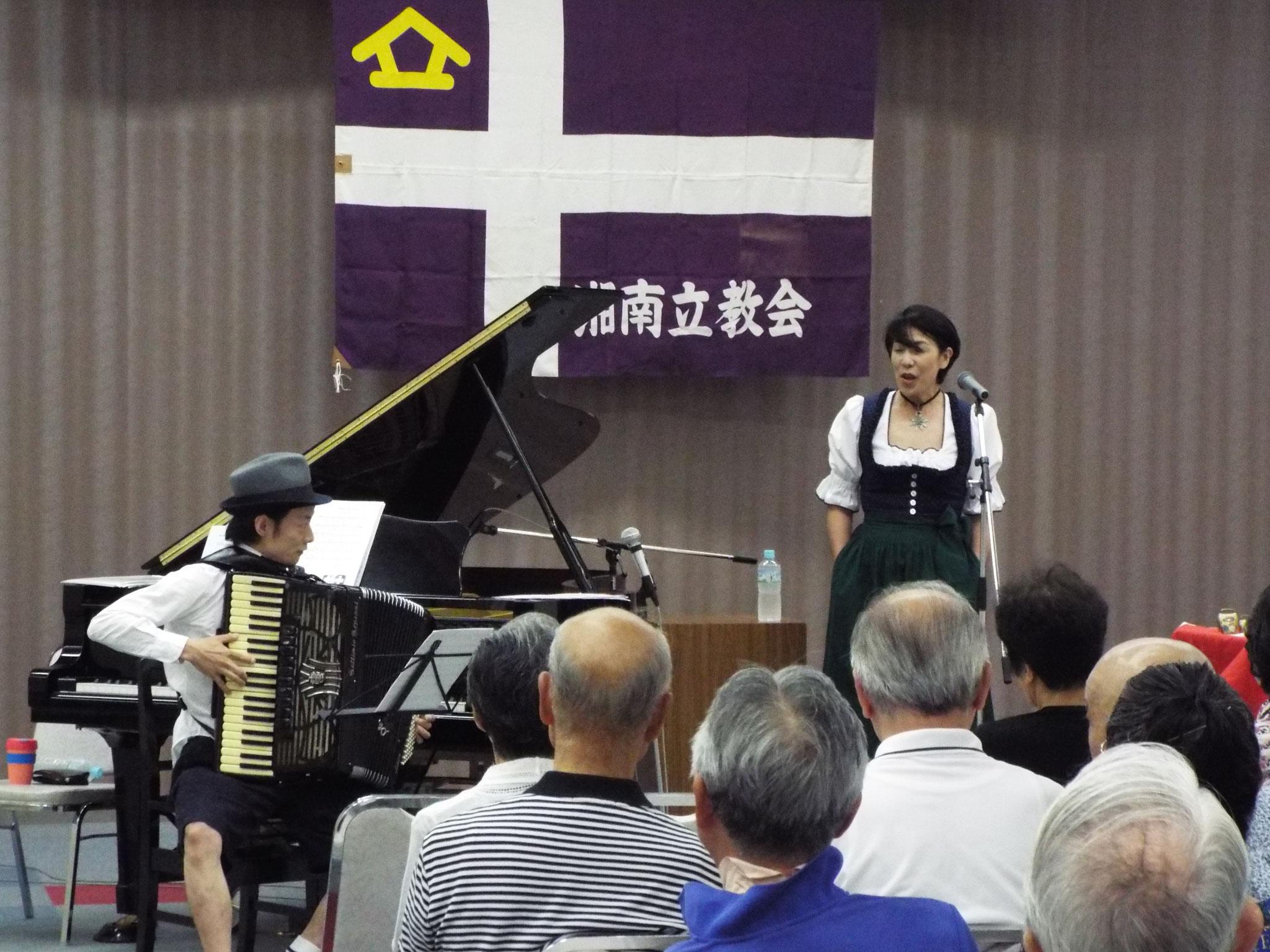 曲が終わると伊藤さんの楽しいお話が始まる