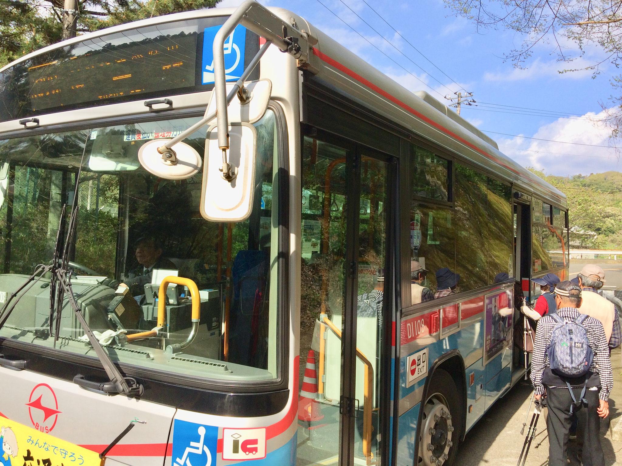 逗子駅まで向かうバスが到着