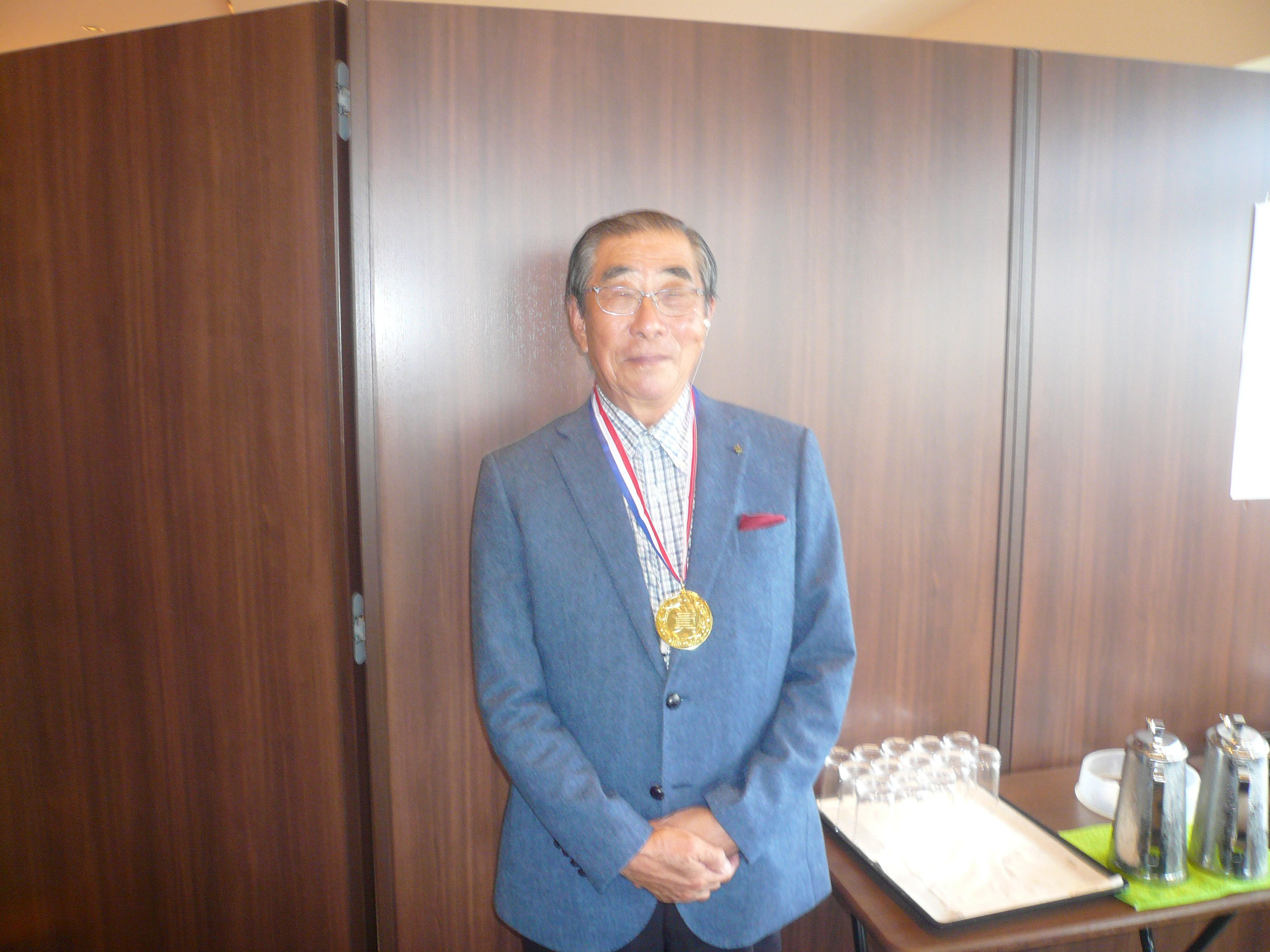 優勝し金メタルかけた武智さん