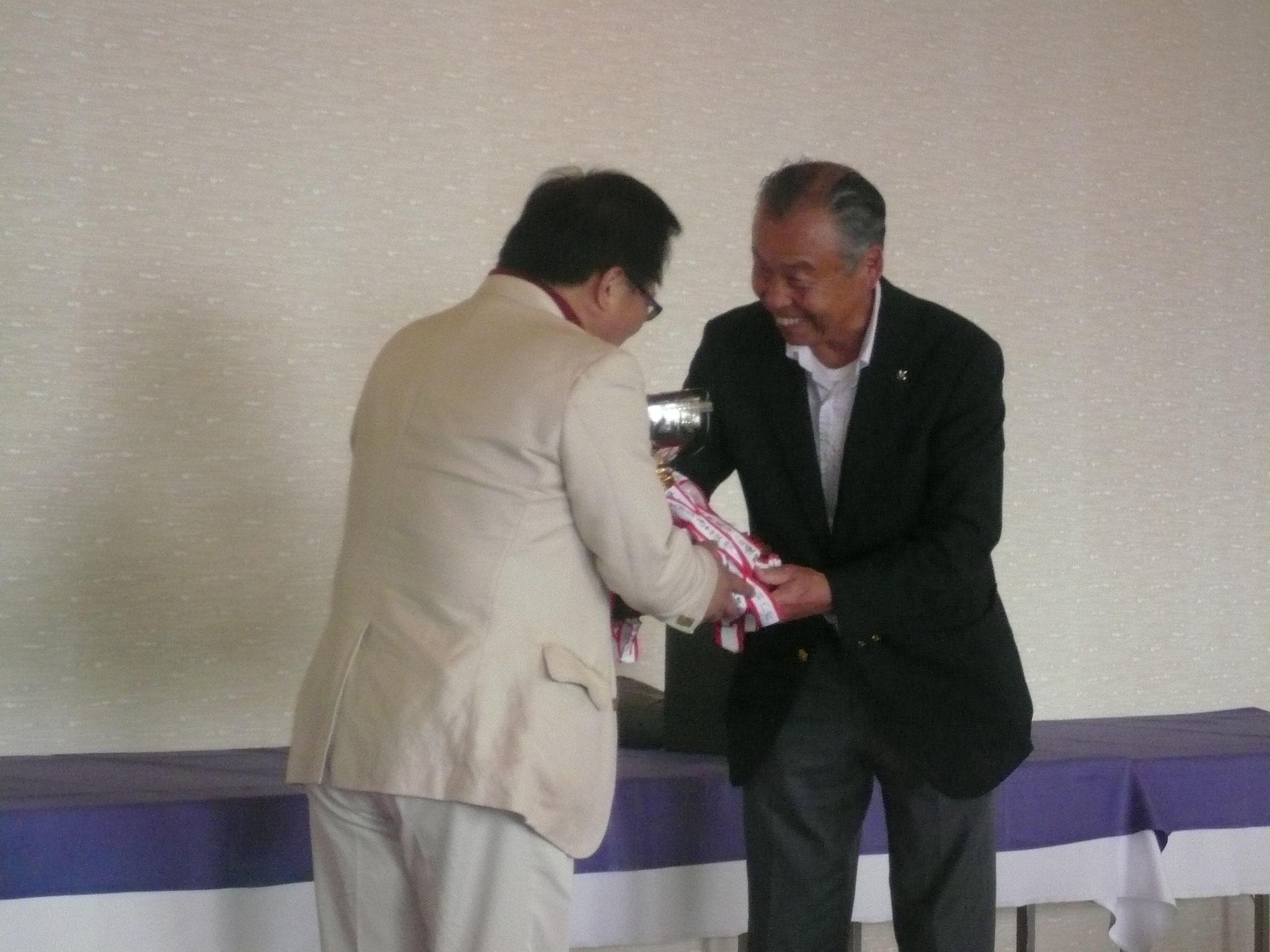 幹事校鎌倉駿台会へ返還儀式