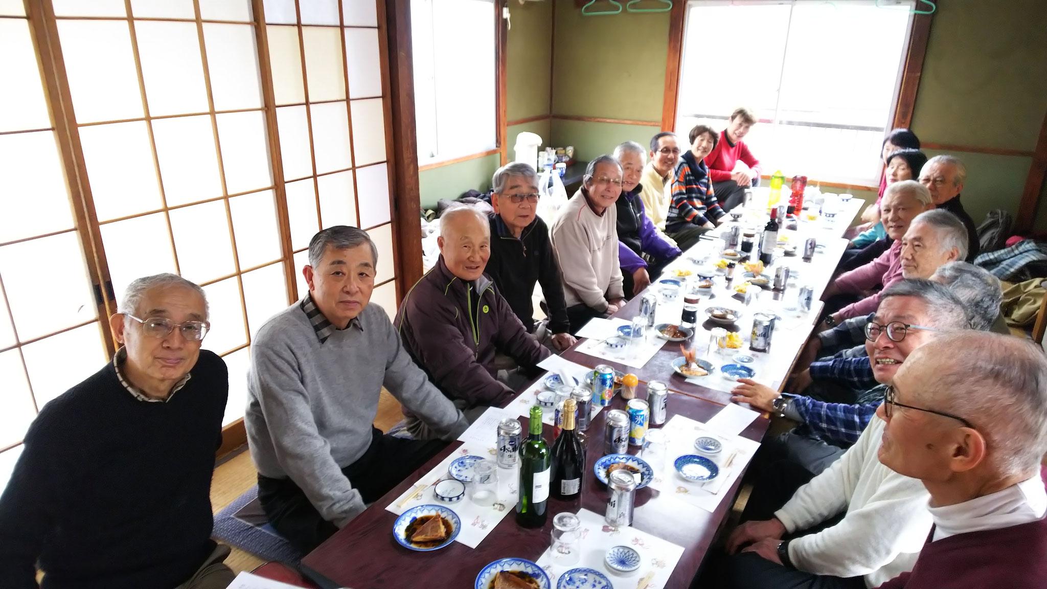 天ぷら、焼き魚、刺身、煮魚、鍋、雑炊に香の物で満足