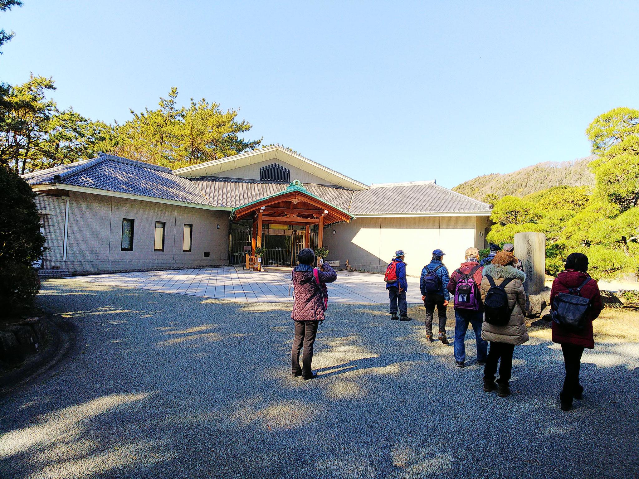 「葉山しおさい公園」の博物館。相模湾の海洋生物をテーマに展示
