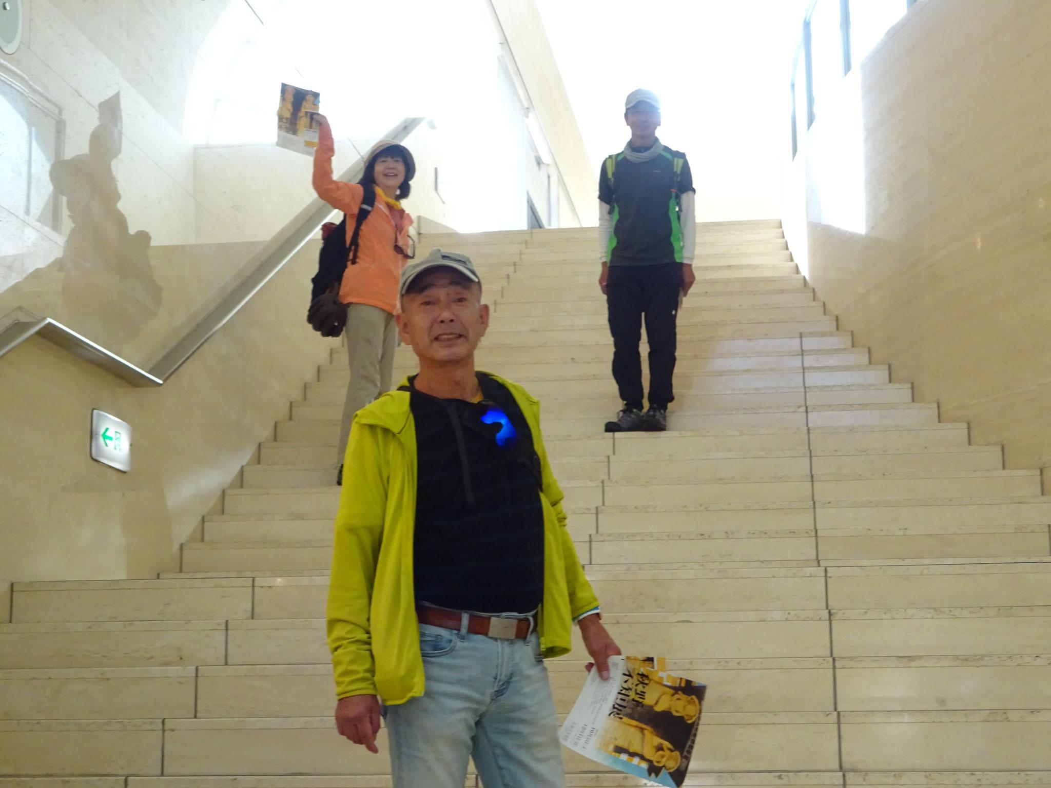 開放的なロビーの平塚市美術館