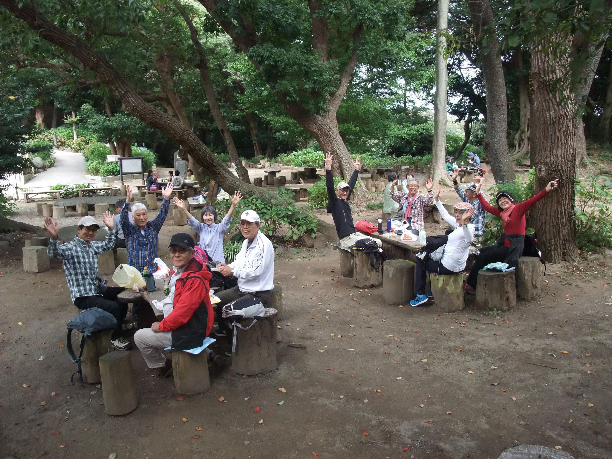 源氏山公園で昼食