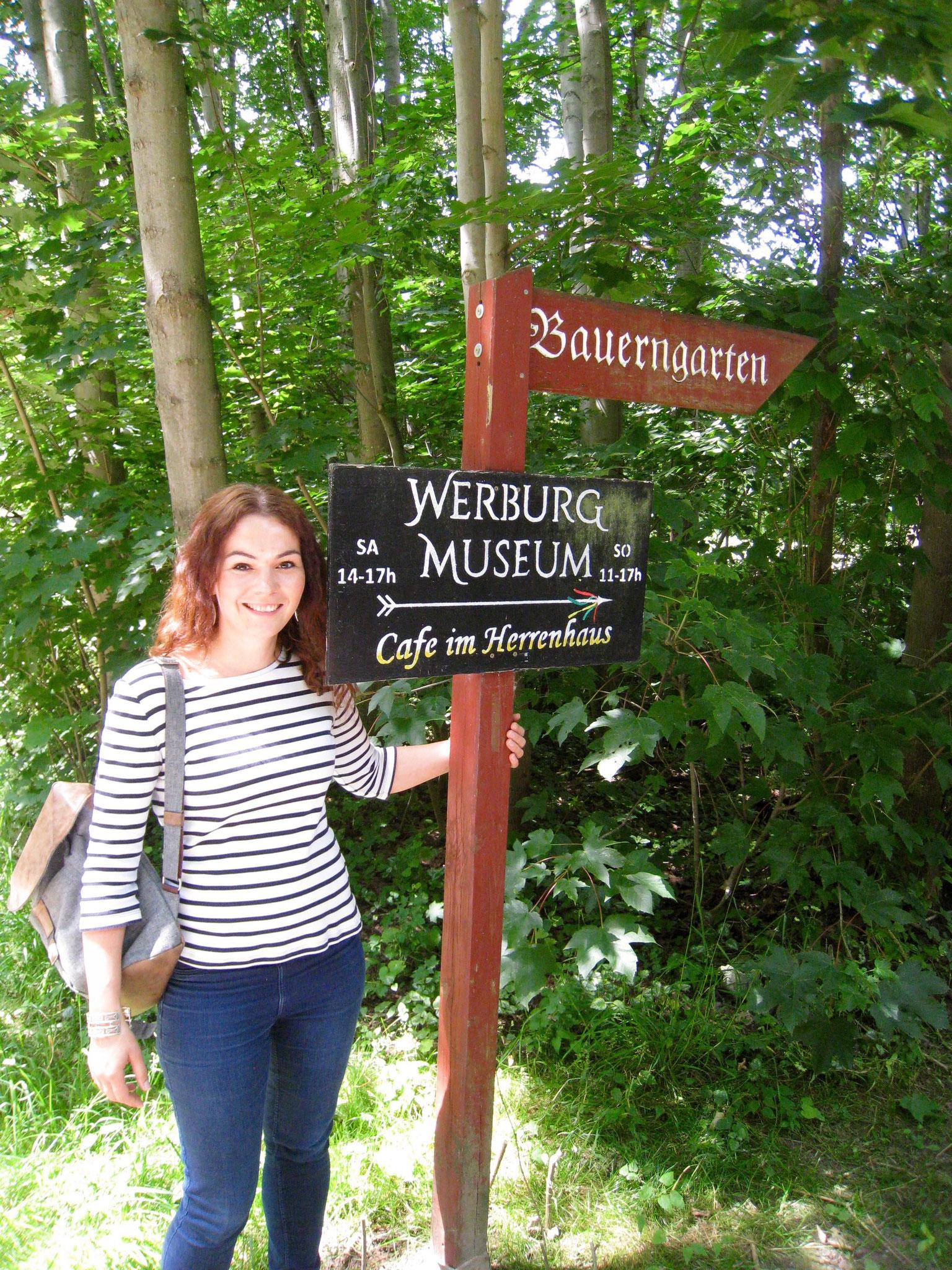 Hinweisschilder: Zum Werburg Museum